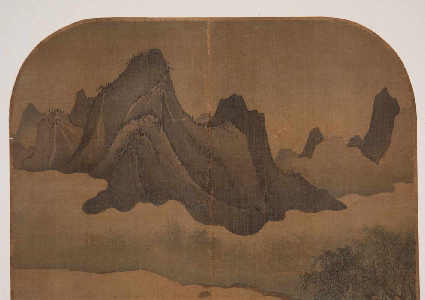 """Slight colours and ink on silk. Possibly Ming Period (1368-1644)""""Fishing on the river with moun - Bild 3 aus 4"""