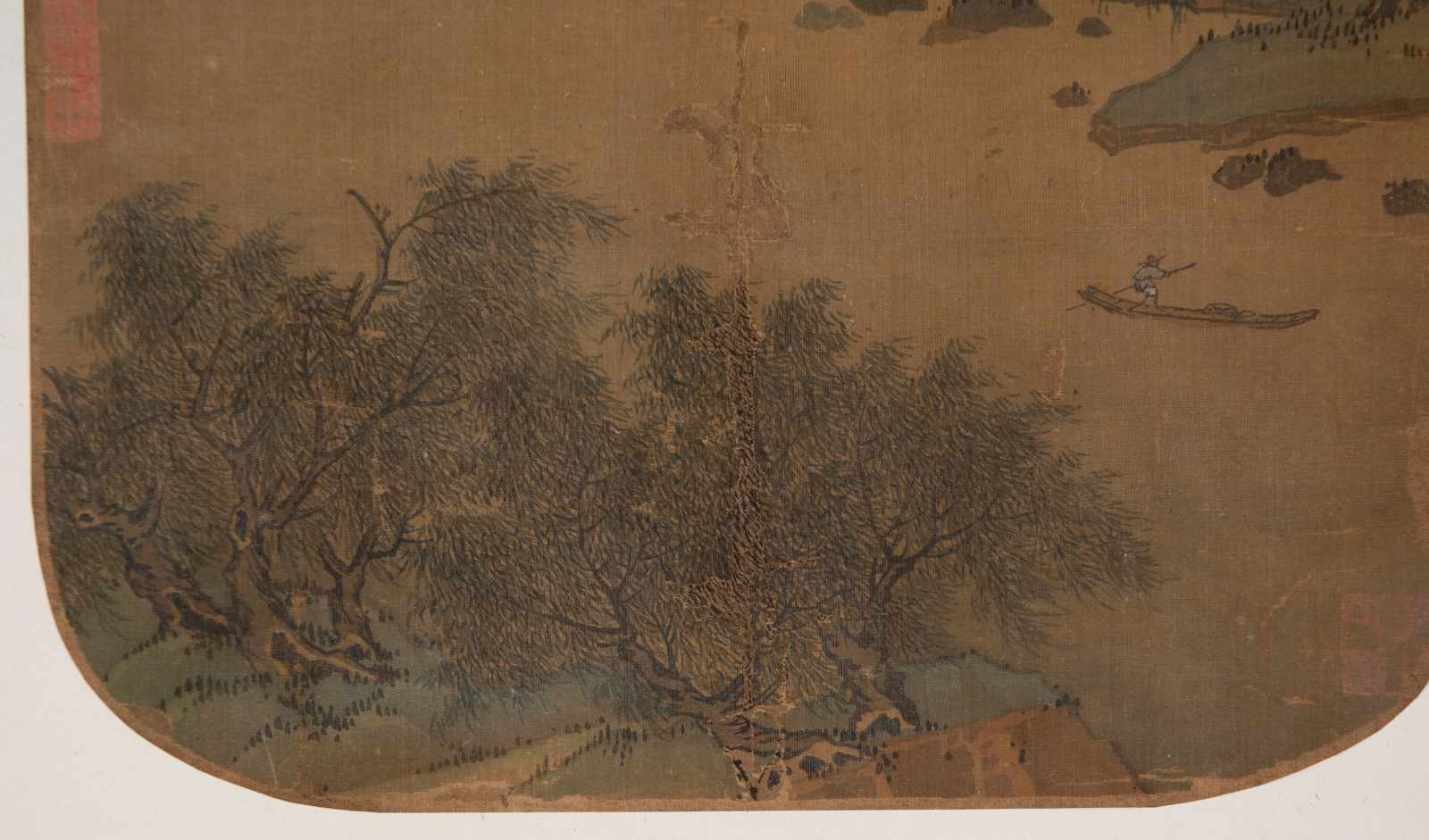 """Slight colours and ink on silk. Possibly Ming Period (1368-1644)""""Fishing on the river with moun - Bild 2 aus 4"""
