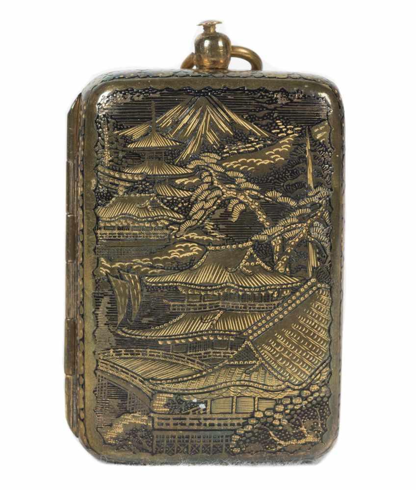 A Japanese inlaid iron Komai style miniature coin purse. Meiji period. 19th Century.6 x 3,5 cm. - Bild 3 aus 6