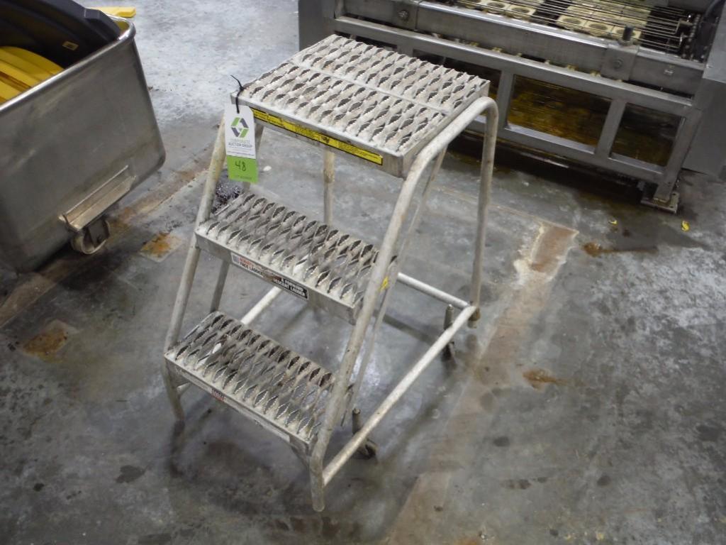 3 step portable ladder / Rigging Fee: $10