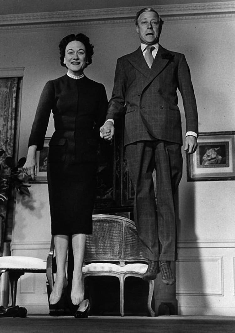 Lot 141 - 1956 Duke and Duchess of Windsor: a presentation photograph by Philippe Halsman, the silver gelatine