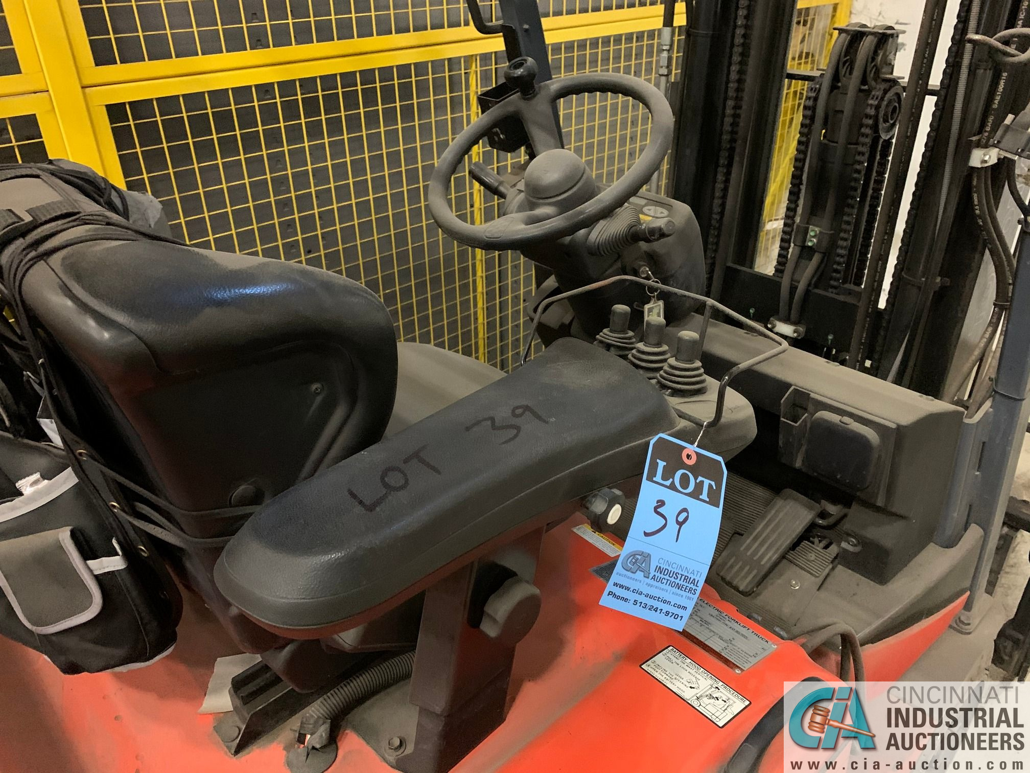 4,000 LB. TOYOTA MODEL 7FBEU20 SIT DOWN ELECTRIC LIFT TRUCK; S/N 23608 (OUT OF SERVICE) (5400 OAKLEY - Image 4 of 9
