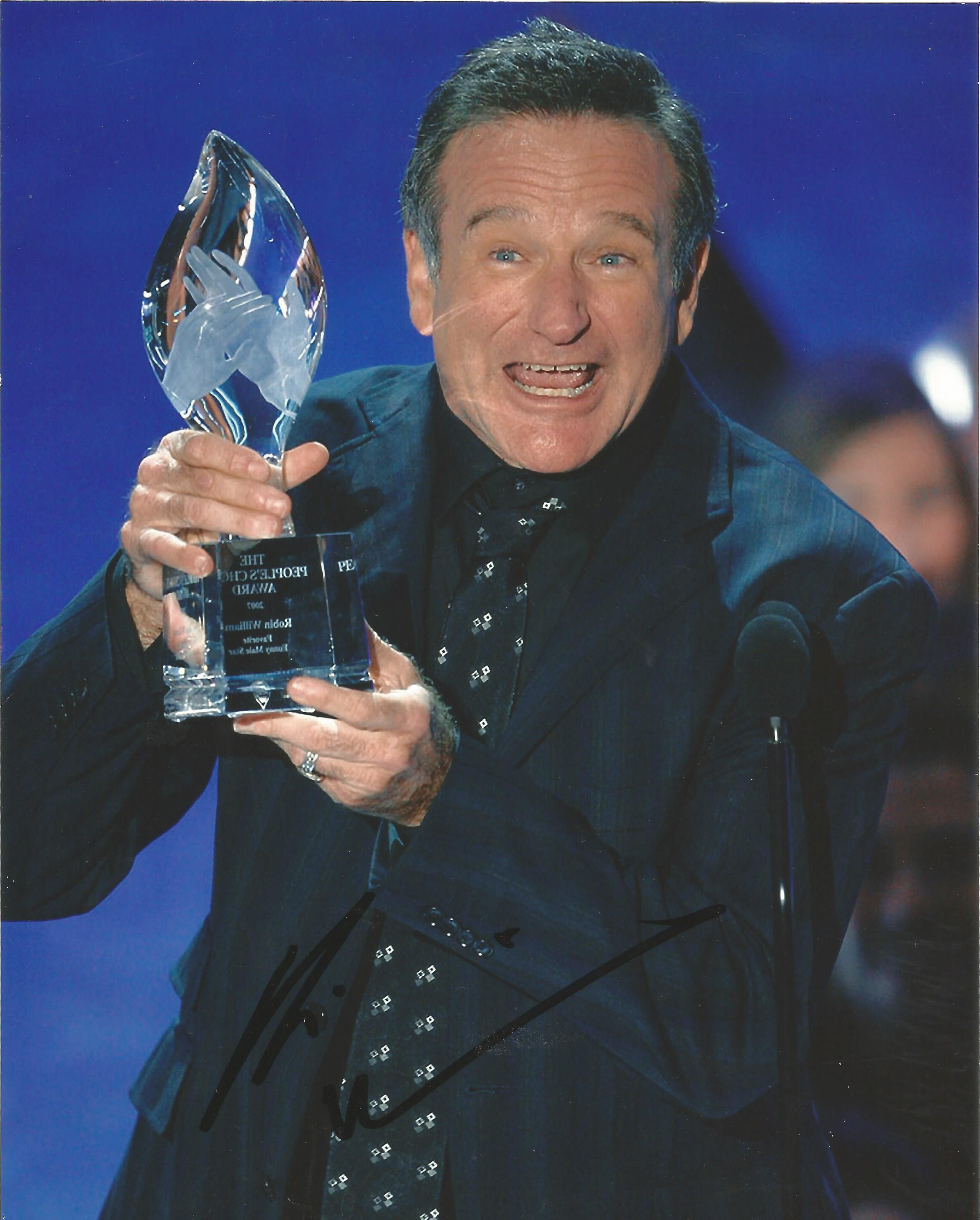 Lot 61 - Robin Williams signed 10 x 8 colour Portrait Photo, from in person collection autographed at An