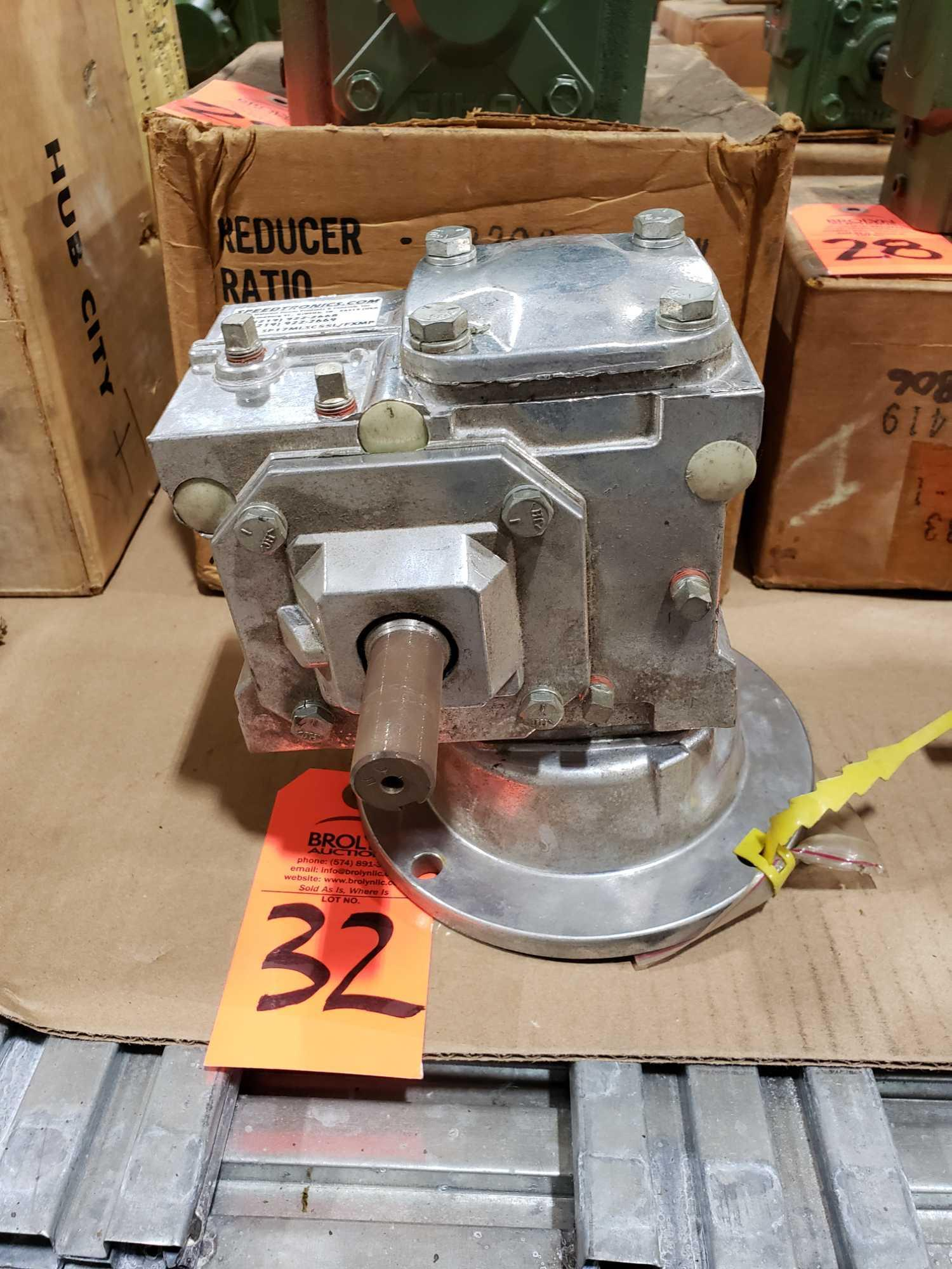 Lot 32 - Speedtronics Gear box model SP17MLSC55L/FXMP. Ratio 5. New without box. Minor shelf wear.