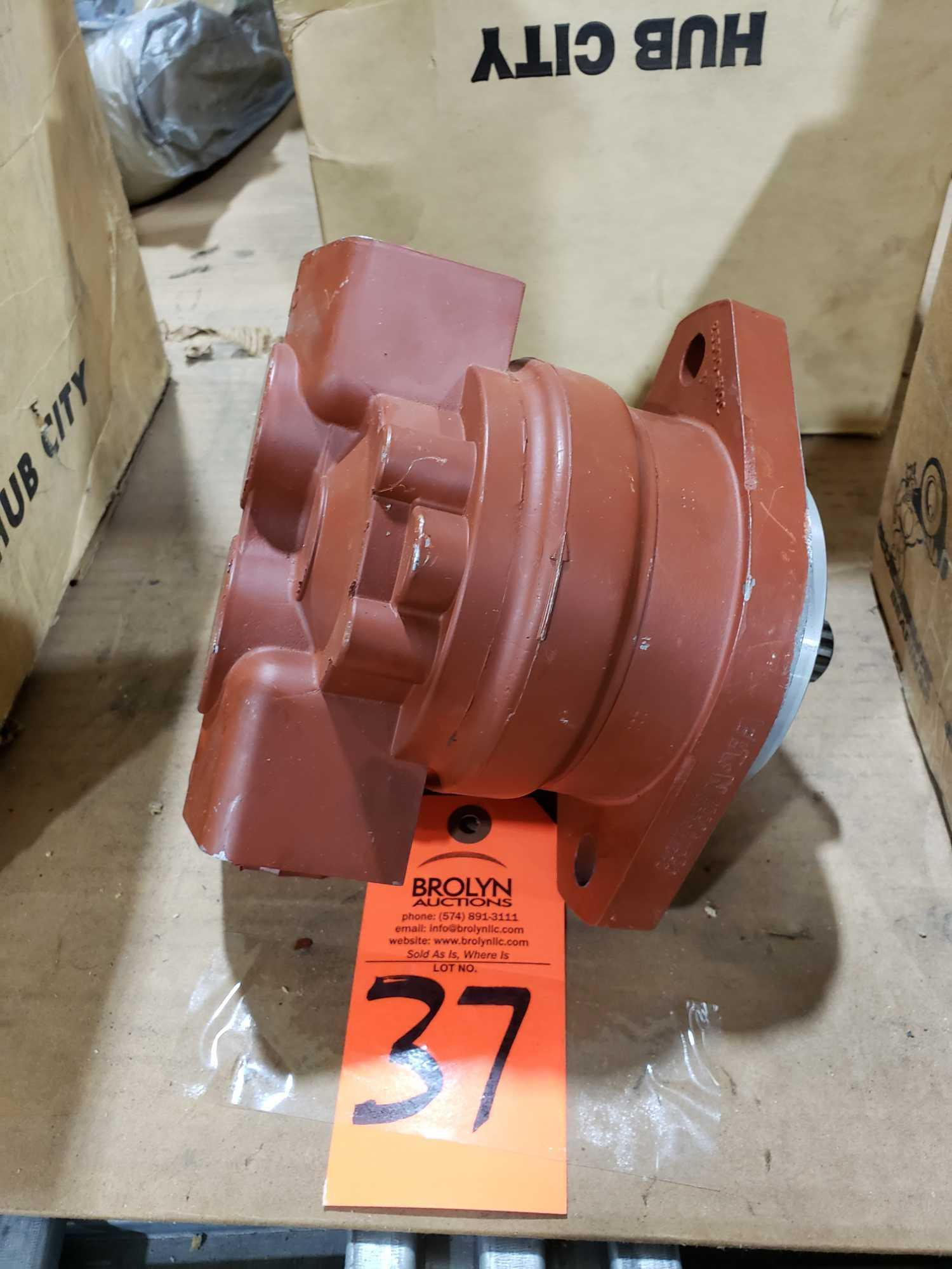 Lot 37 - Eaton Hydraulic hydrostatic gear pump model 25504-RSA. New without box.