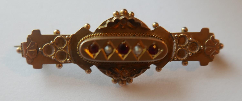 Lot 22 - Antique 9 karat Gold Ruby/Garnet? and Seed Pearl Brooch.