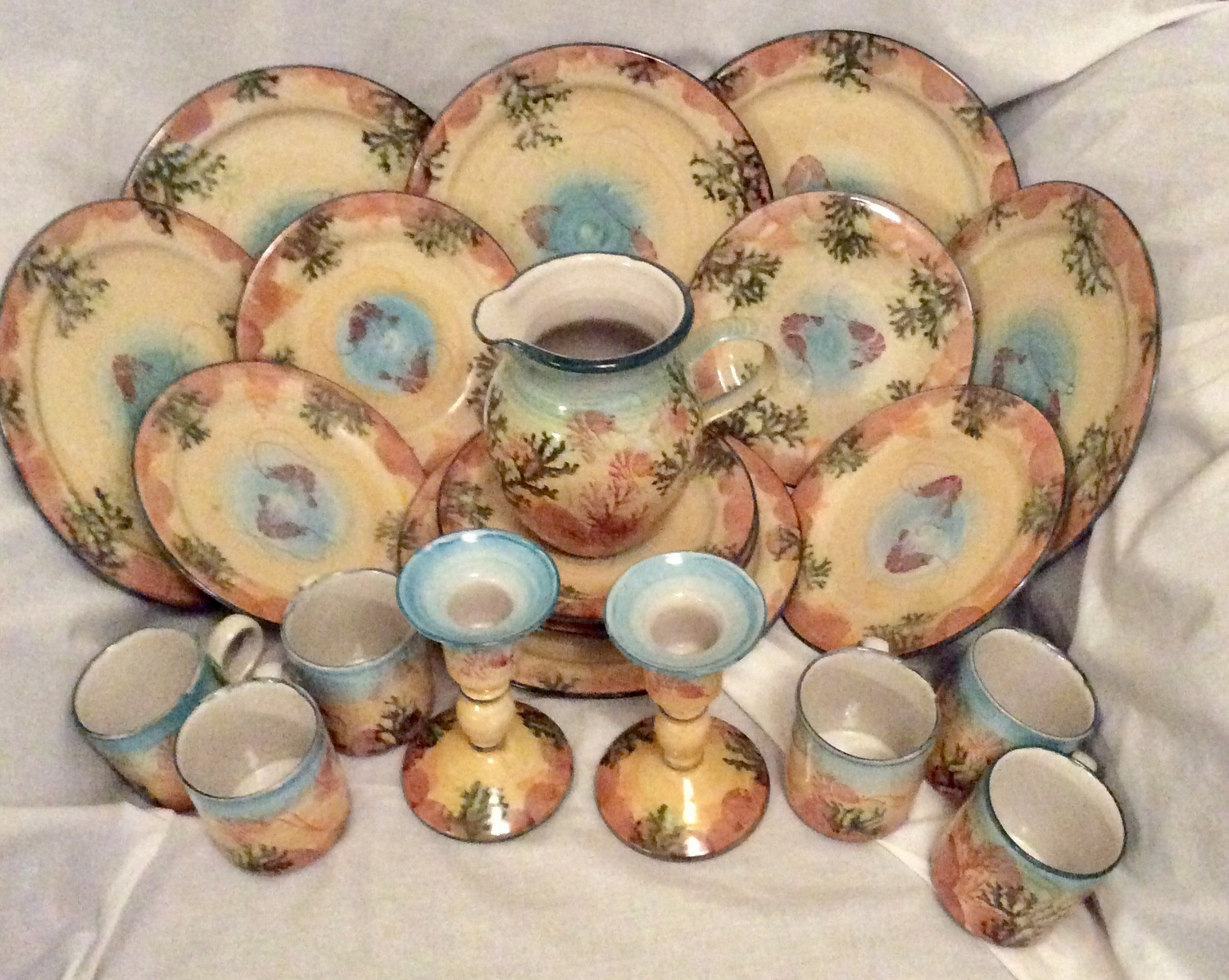 Lot 34 - SCOTTISH TAIN POTTERY 21 PIECE LOBSTER DESIGN SET VGC NO DAMAGE.