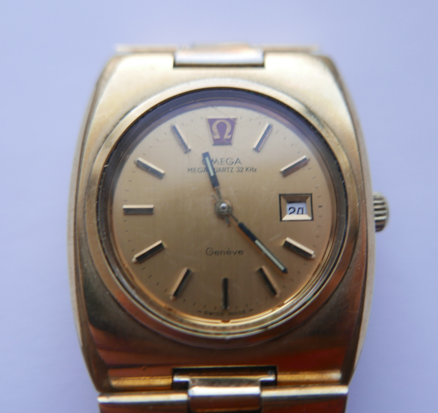 Lot 86 - Vintage Gold Plated Omega Geneve Megaquartz Mid Size Watch.