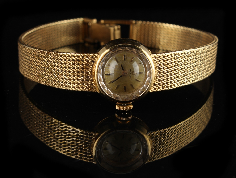Property of a deceased estate - a lady's Omega 18ct yellow gold cased wristwatch with integral - Image 2 of 2