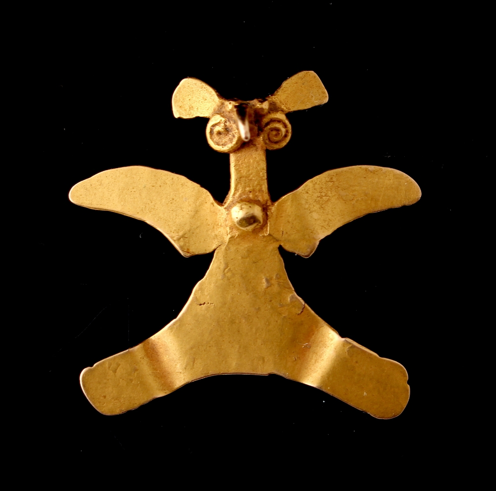 Property of a gentleman - a Chiriqui (Panama) gold (tests 15ct) pendant modelled as a bird, probably