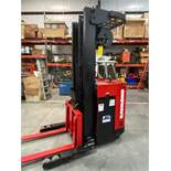 RAYMOND 20 R30TT ELECTRIC FORKLIFT, 24V, 3000LB CAPACITY, TILT, SIDESHIFT, RUNS AND OPERATES