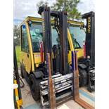 HYSTER H70FT ENCLOSED CAB LP FORKLIFT, 7,000 LB CAPACITY, TILT, SIDE SHIFT, HYDRAULIC FORK POSITIONI