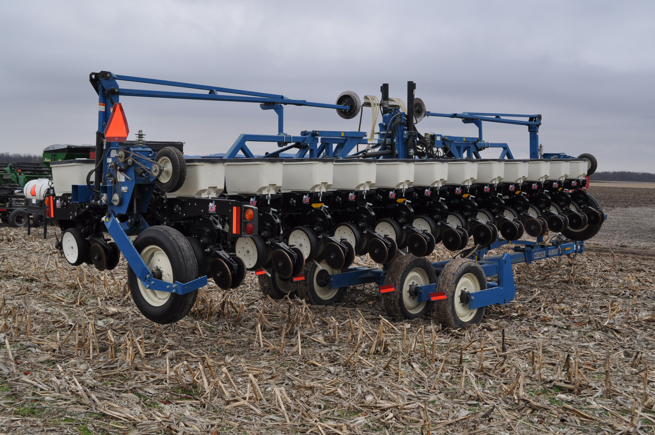 Kinze 3600TR planter, 12/24 twin row, Martin row cleaners, markers, finger pick up, cast closing - Image 4 of 20