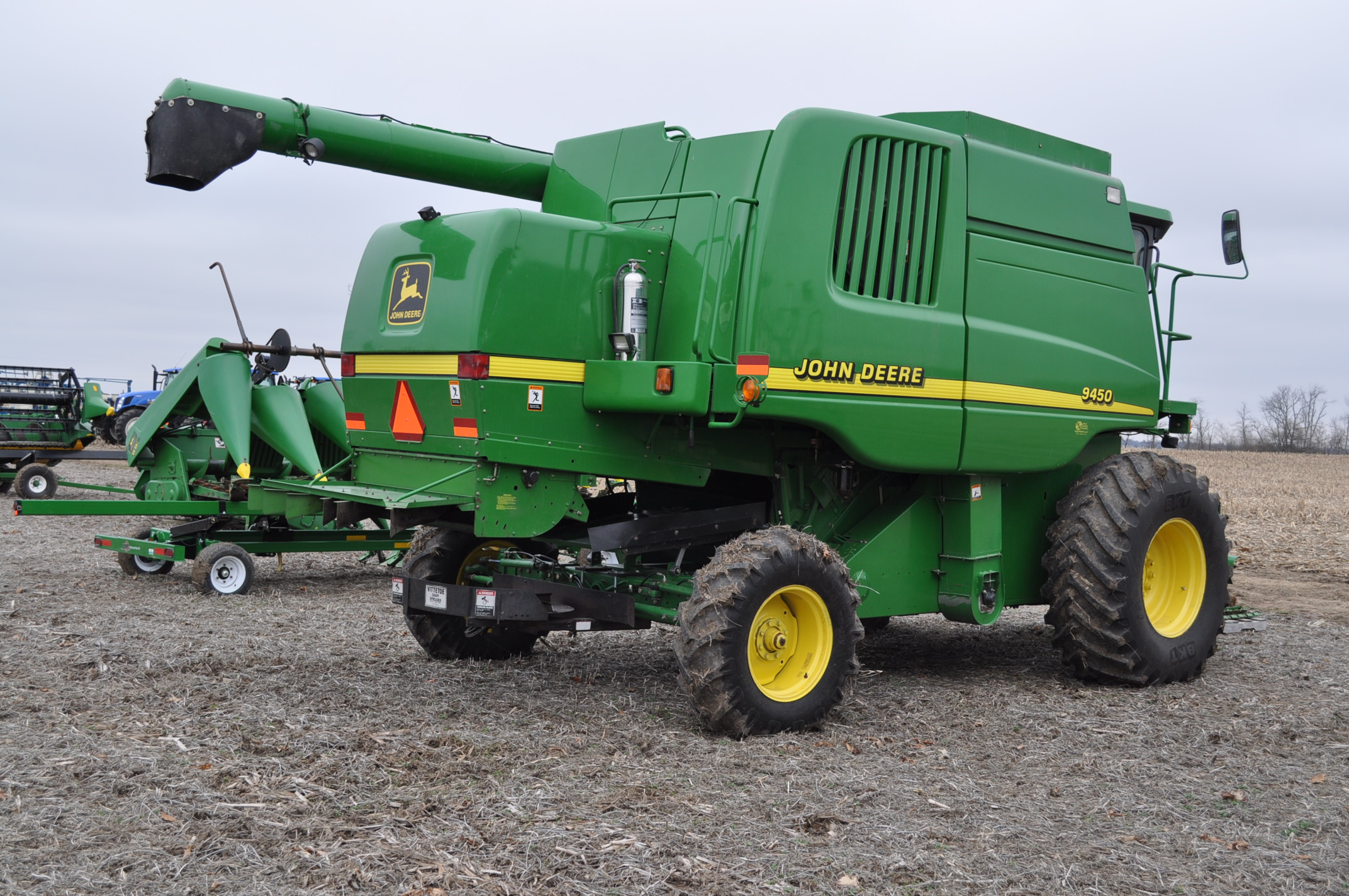 John Deere 9450 combine, NEW 24.5-32 drive, NEW 14.9-24 rear, chopper, spreader, 3335 engine hrs, - Image 3 of 18