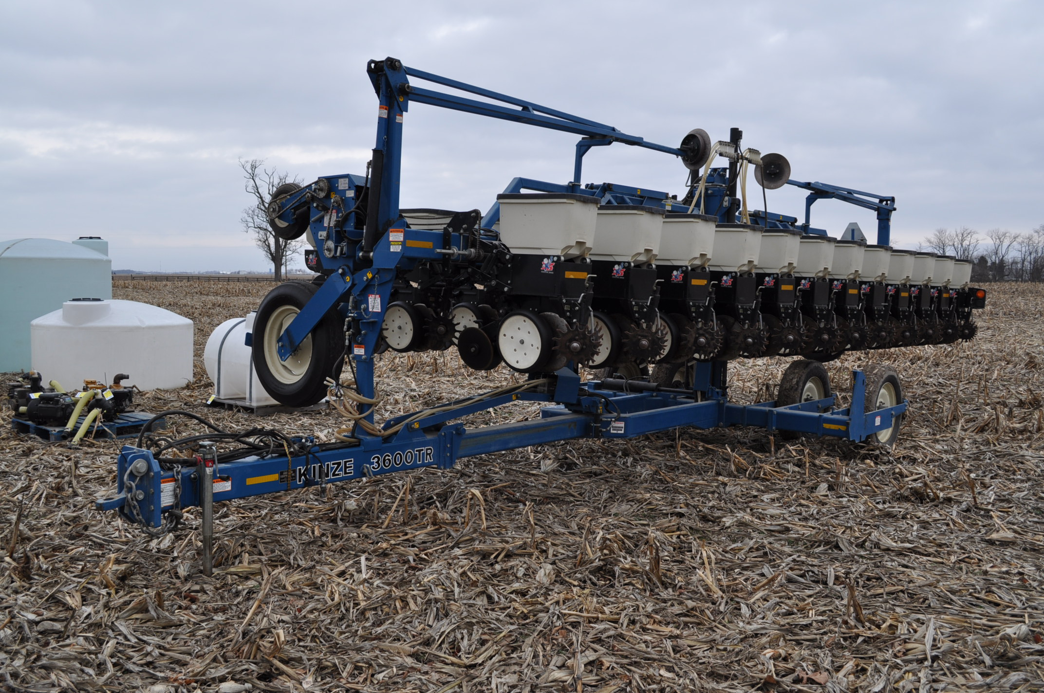 Kinze 3600TR planter, 12/24 twin row, Martin row cleaners, markers, finger pick up, cast closing