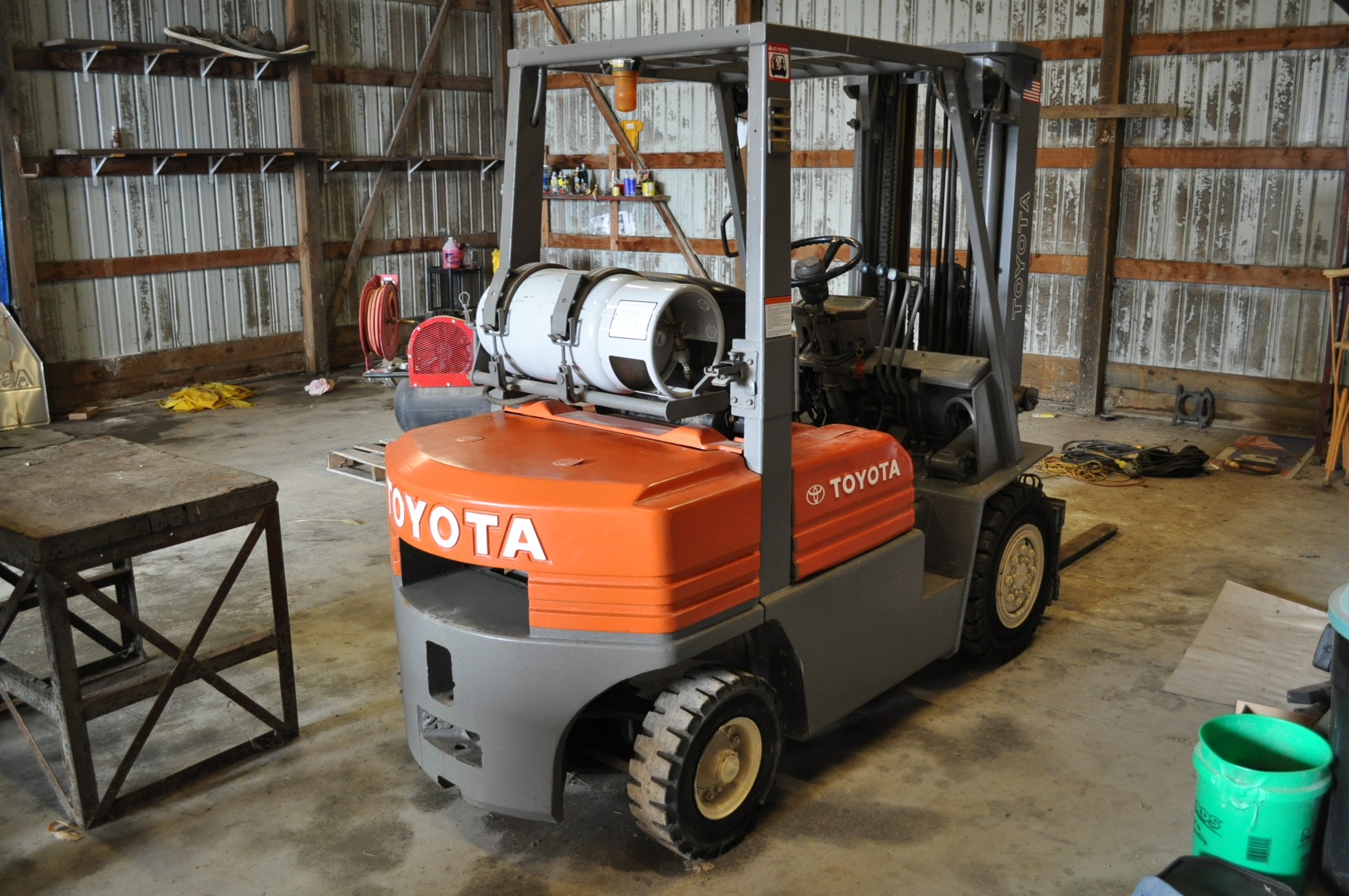 "Toyota 5 FG 10-30 forklift, 3 stage lift, 48"" forks side shift, LP, solid pneumatic, 10,520 hrs - Image 3 of 11"