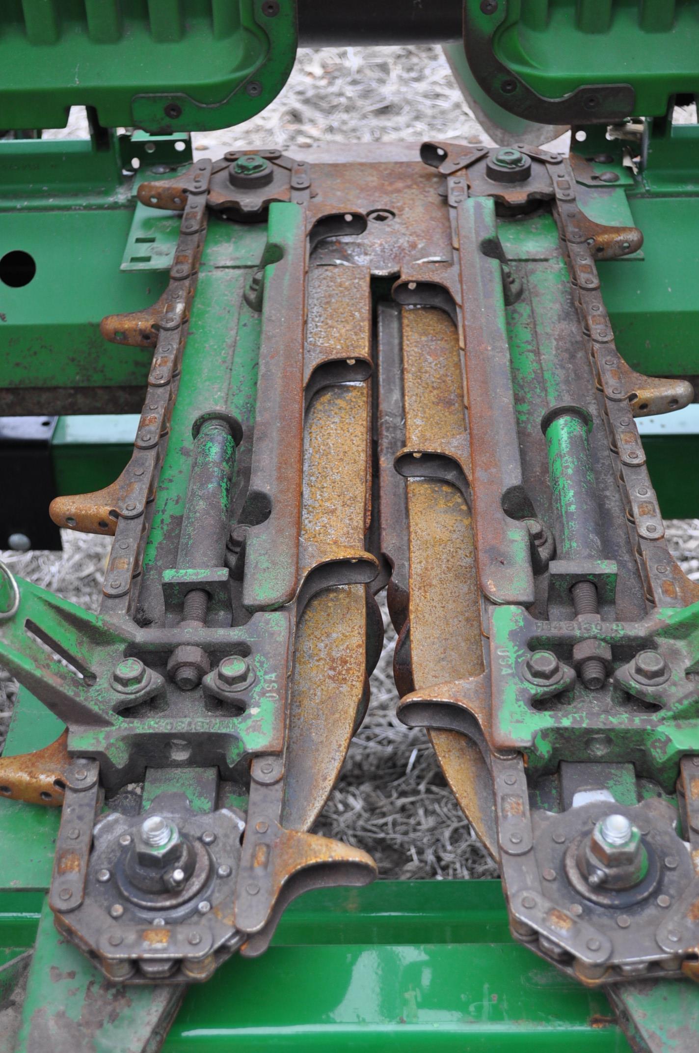 John Deere 693 corn head, poly, hyd drive, down corn reel, pto shafts, SN 655654 - Image 13 of 17