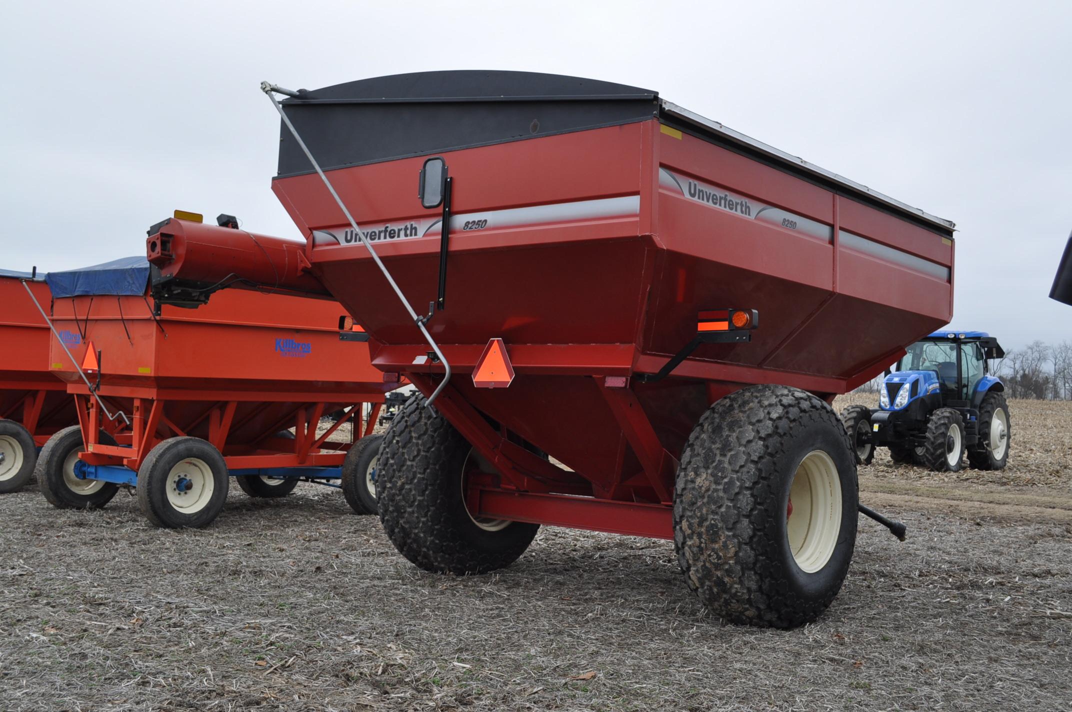 Unverferth 8250 grain cart, corner auger, 30.5L-32 diamond tread tires, lights, roll tarp, hyd - Image 3 of 11