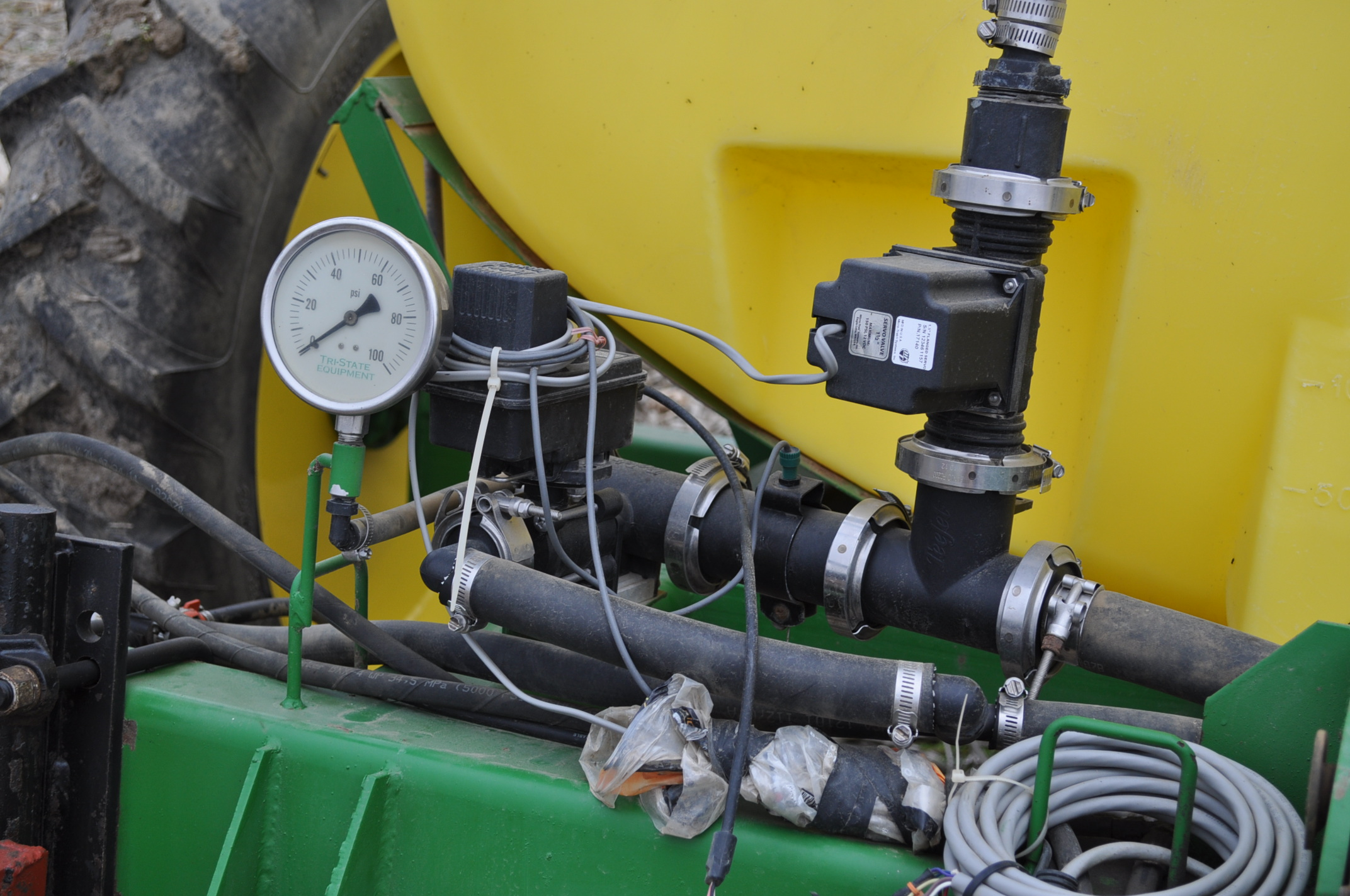 Spray King 28% applicator, 11 coulters w/ knives, 850 poly tank, SS hyd pump, spot spray nozzles - Image 7 of 15