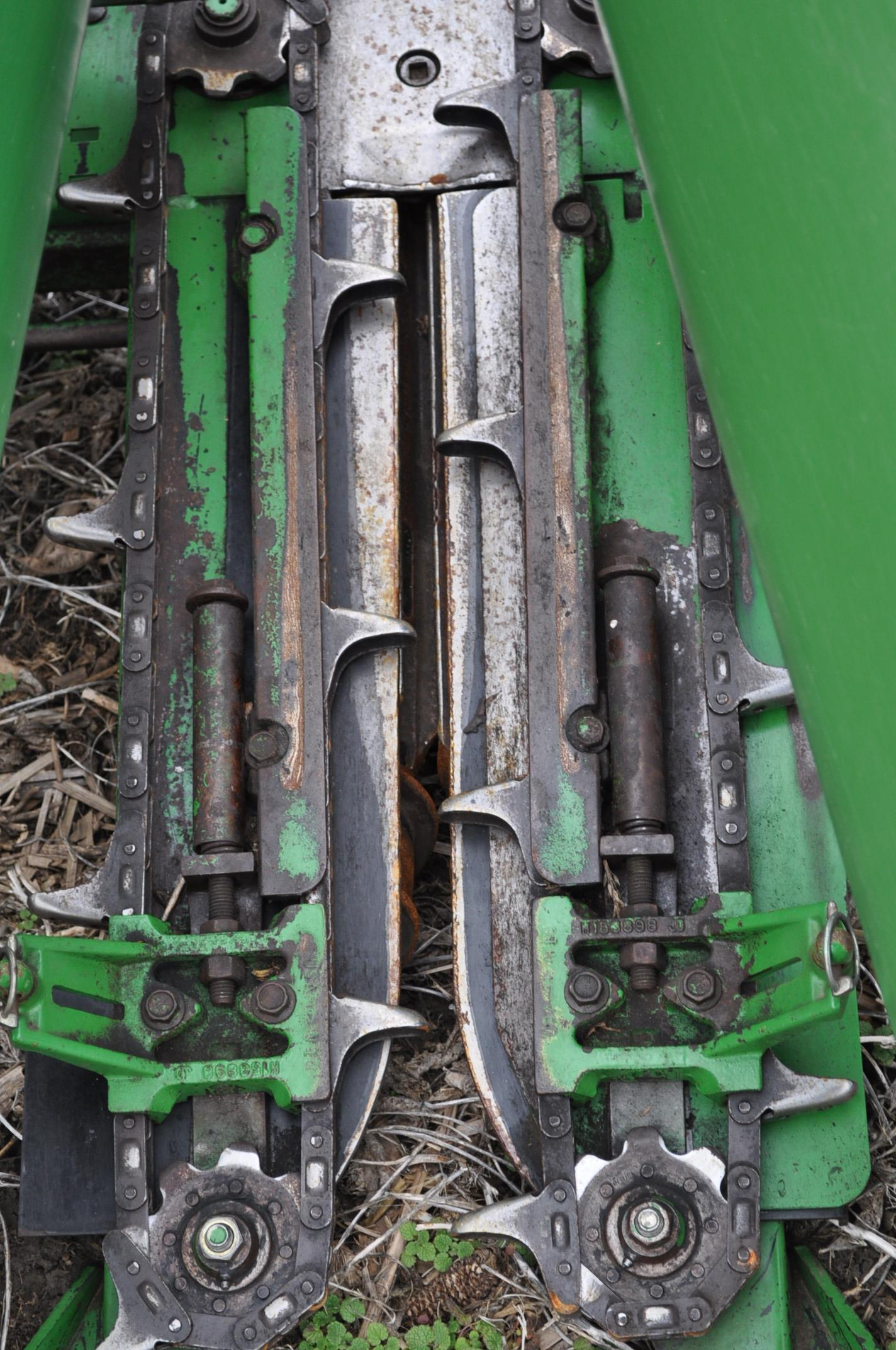 John Deere 693 corn head, poly, fluted rolls, hyd deck plates, pto shafts, SN 710815 - Image 7 of 14