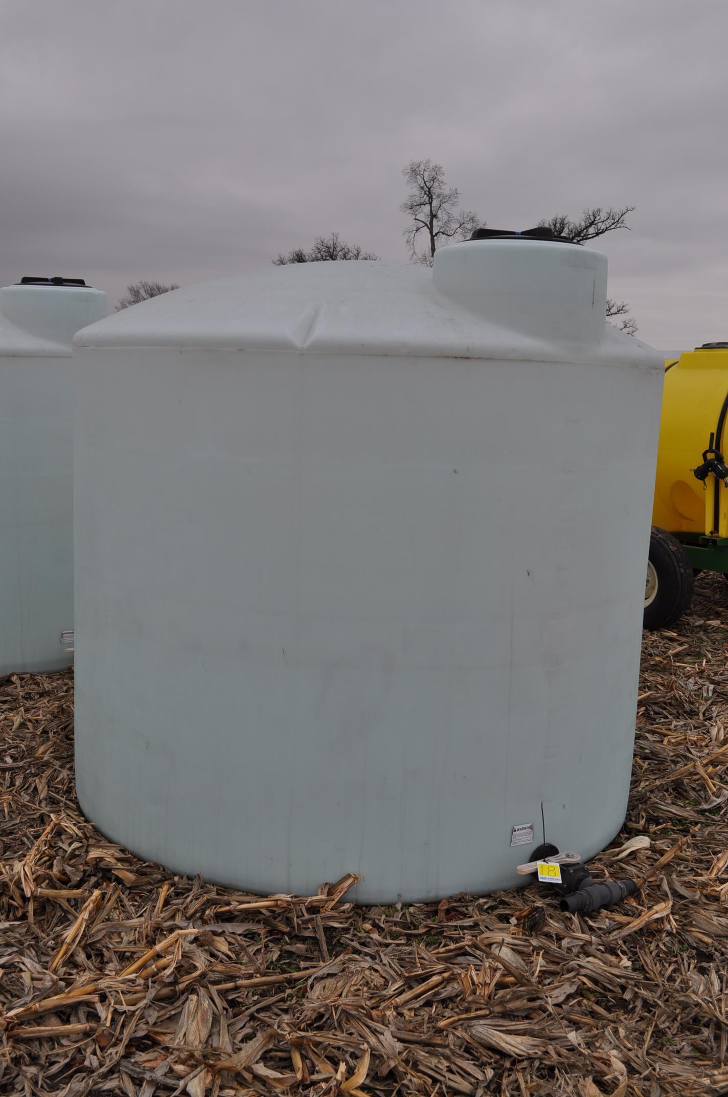 2500 gallon flat bottom poly tank