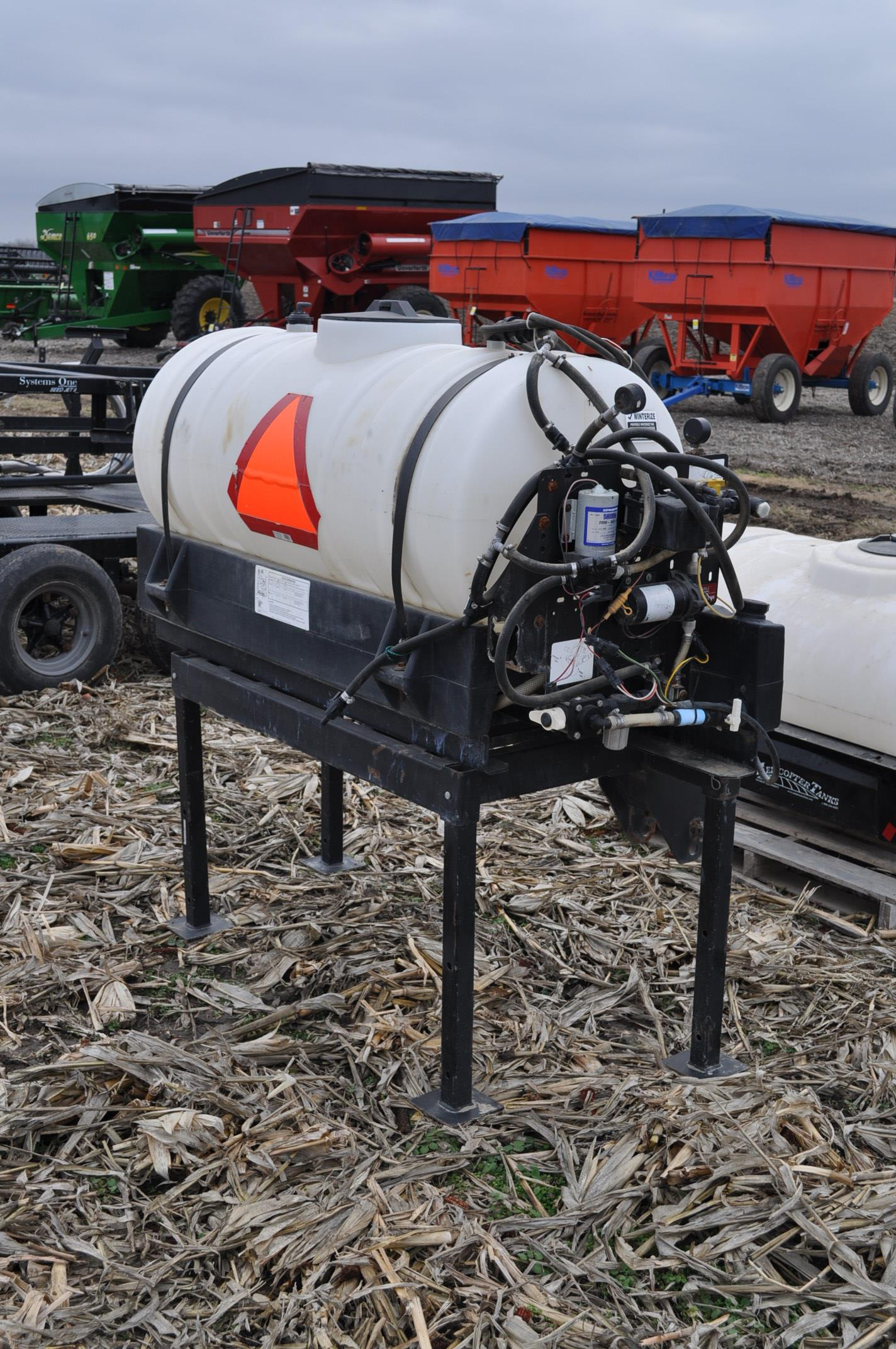 Redball 110 gallon poly tankw/ 12 volt pump, 3 pt. - Image 3 of 10