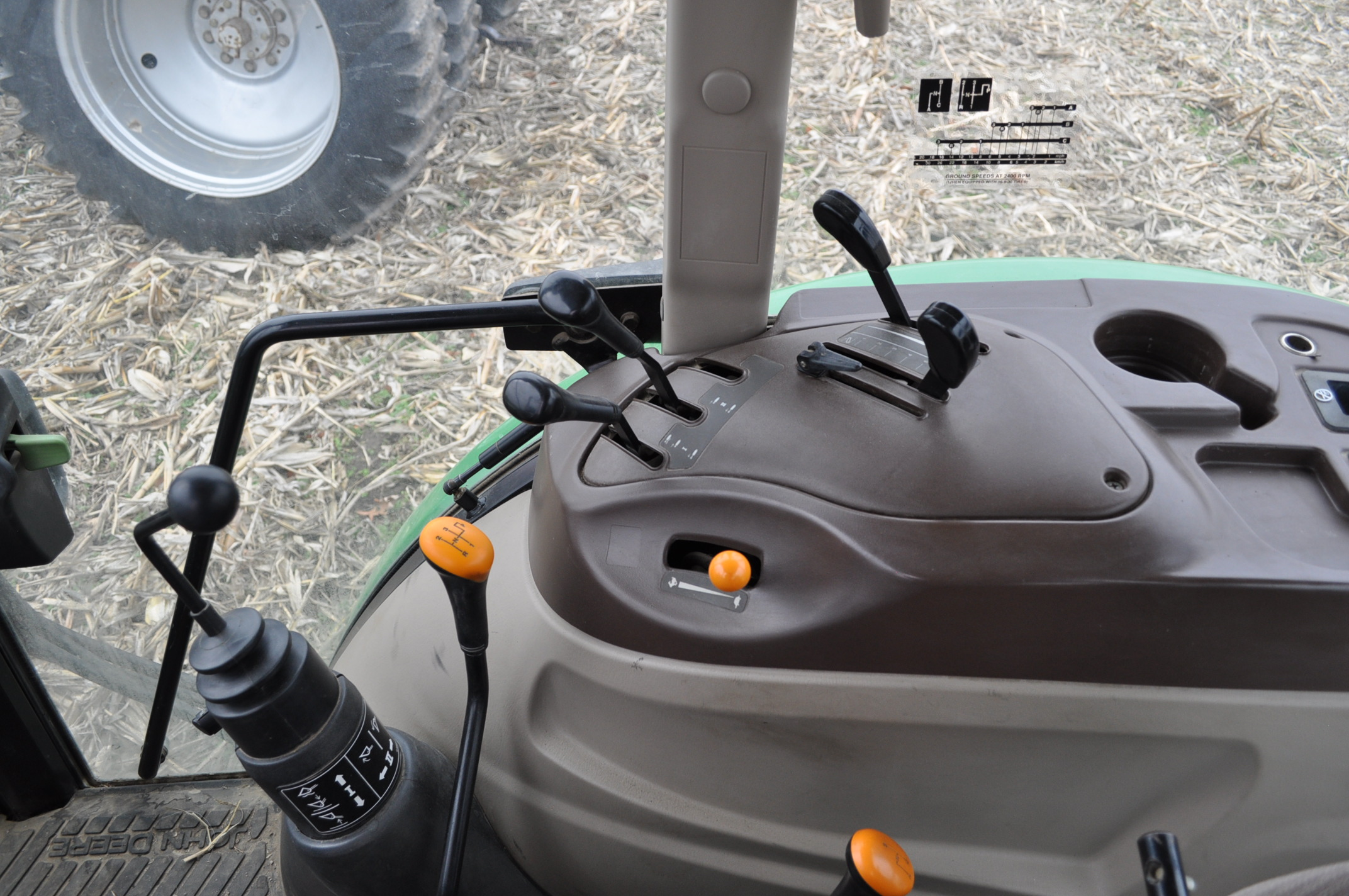 John Deere 5520 utility tractor, MFWD, 18.4 R 30 rear, 12.4-24 front, rear wheel wts, 2 hyd remotes, - Image 22 of 26