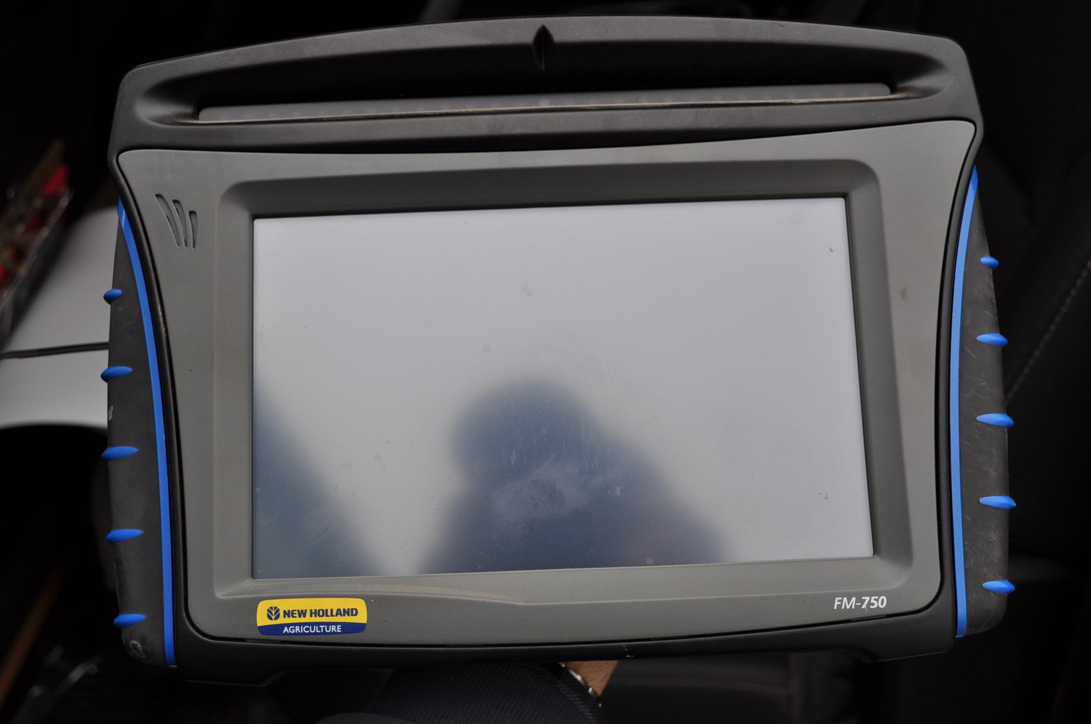 New Holland FM 750 GPS system, WAAS