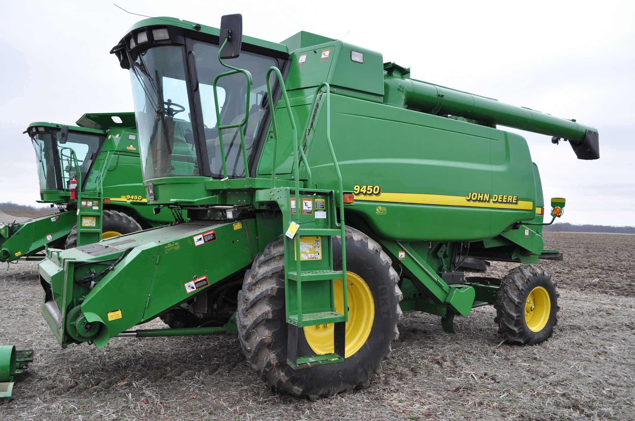 John Deere 9450 combine, NEW 24.5-32 drive, NEW 14.9-24 rear, chopper, spreader, 3335 engine hrs,