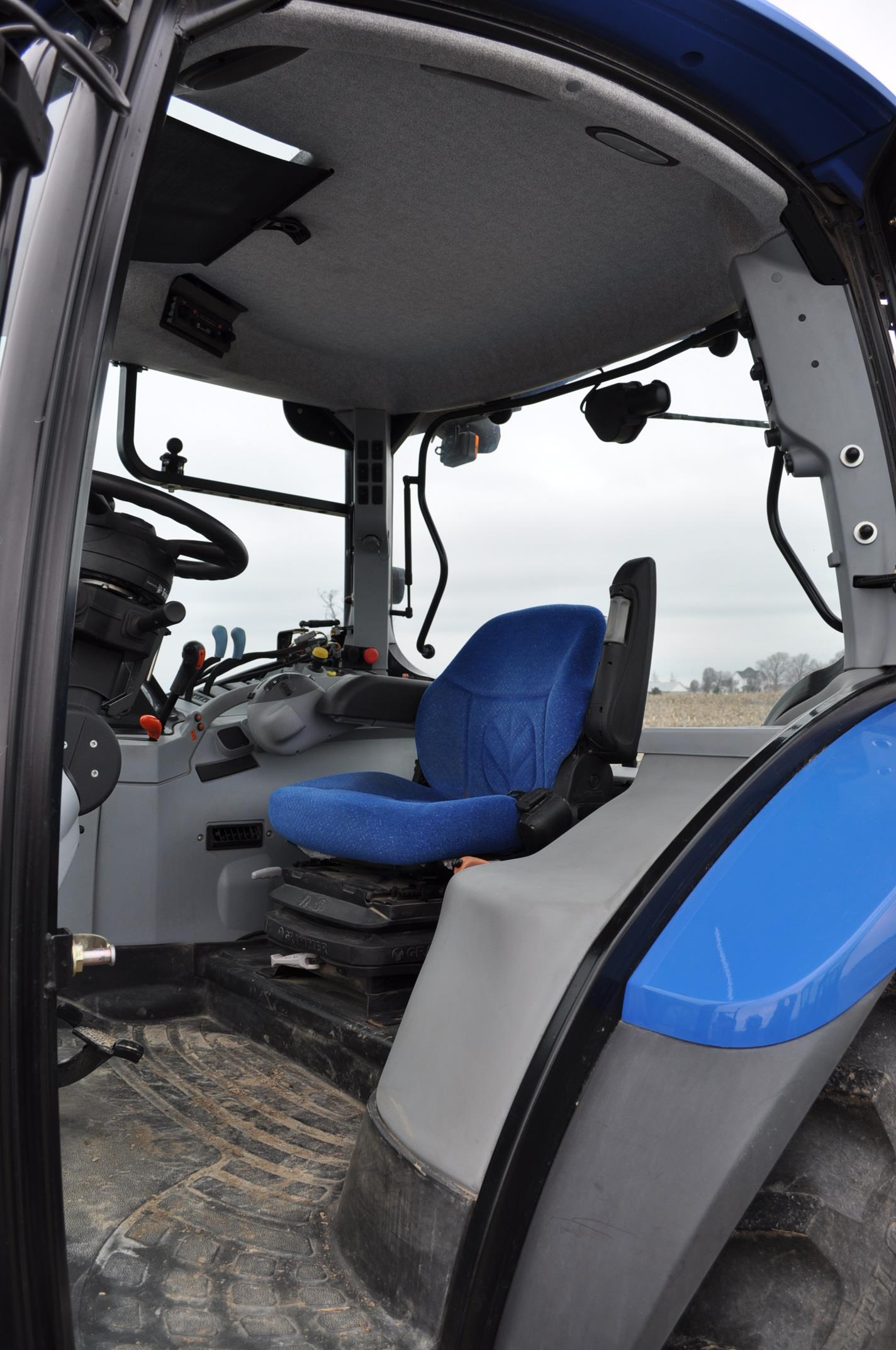 New Holland T6030 tractor, CHA, 16.9 R 38 tires, 11.00-16 front, 6 front wts, 3 hyd remotes, 3 pt, - Image 13 of 21