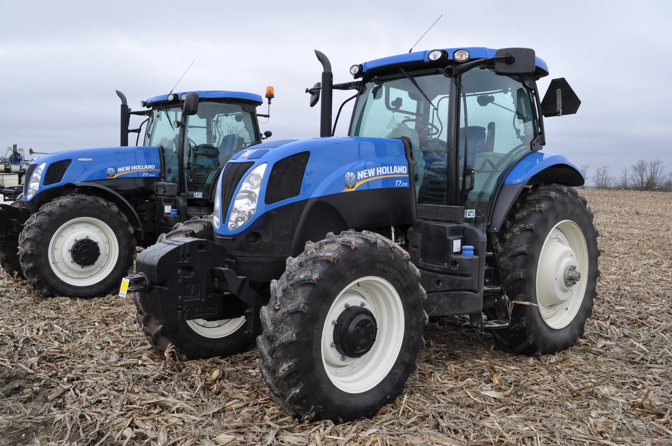 New Holland T7.210 MFWD tractor, 460/85 R 42 rear, 380/85 R 30 Firestone front, Super Steer