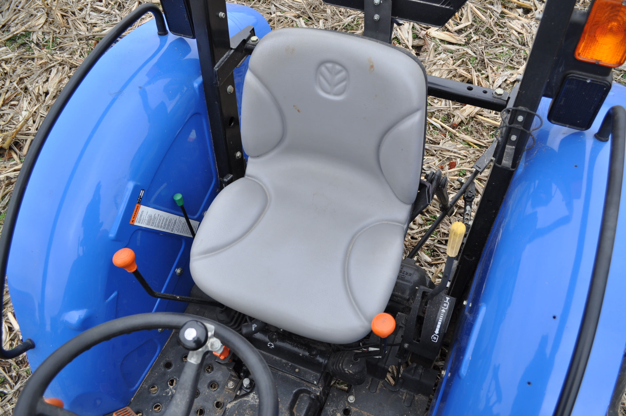 New Holland Workmaster 45 tractor, front wts, 12.4/11-28 rear, 6.00-16 front, shuttle shift, diesel, - Image 12 of 14