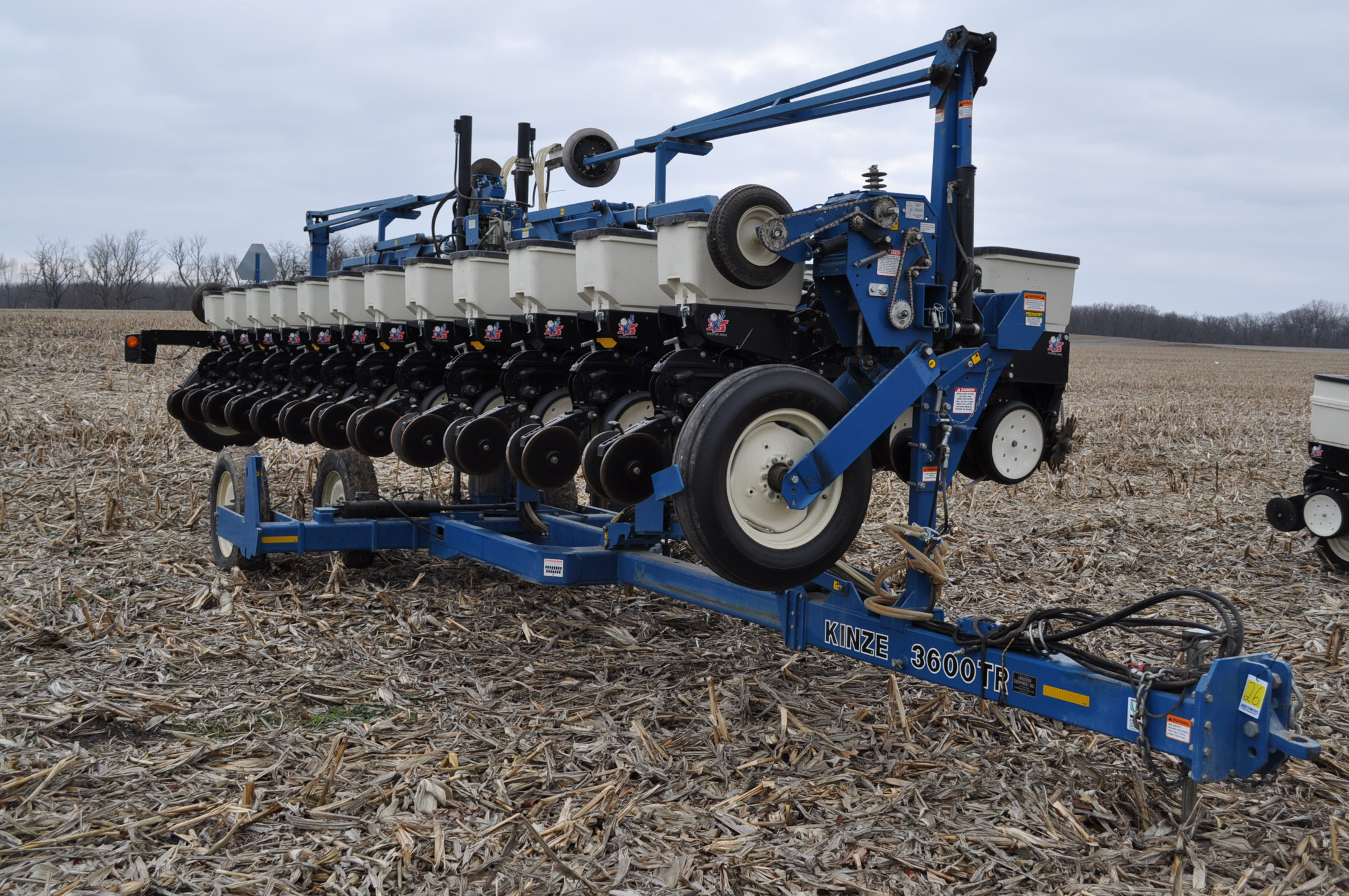 Kinze 3600TR planter, 12/24 twin row, Martin row cleaners, markers, finger pick up, cast closing - Image 2 of 20