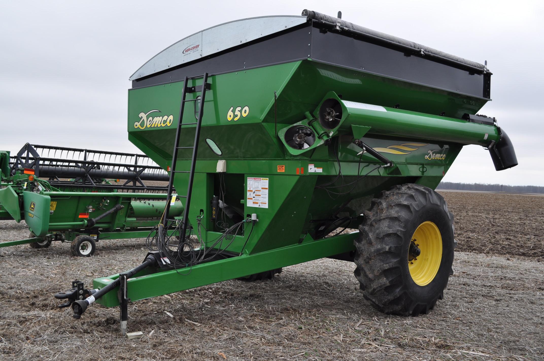 Demco 650 grain cart, 24.5-32 tires, roll tarp, hyd swing spout, Digistar scales, corner auger, rear