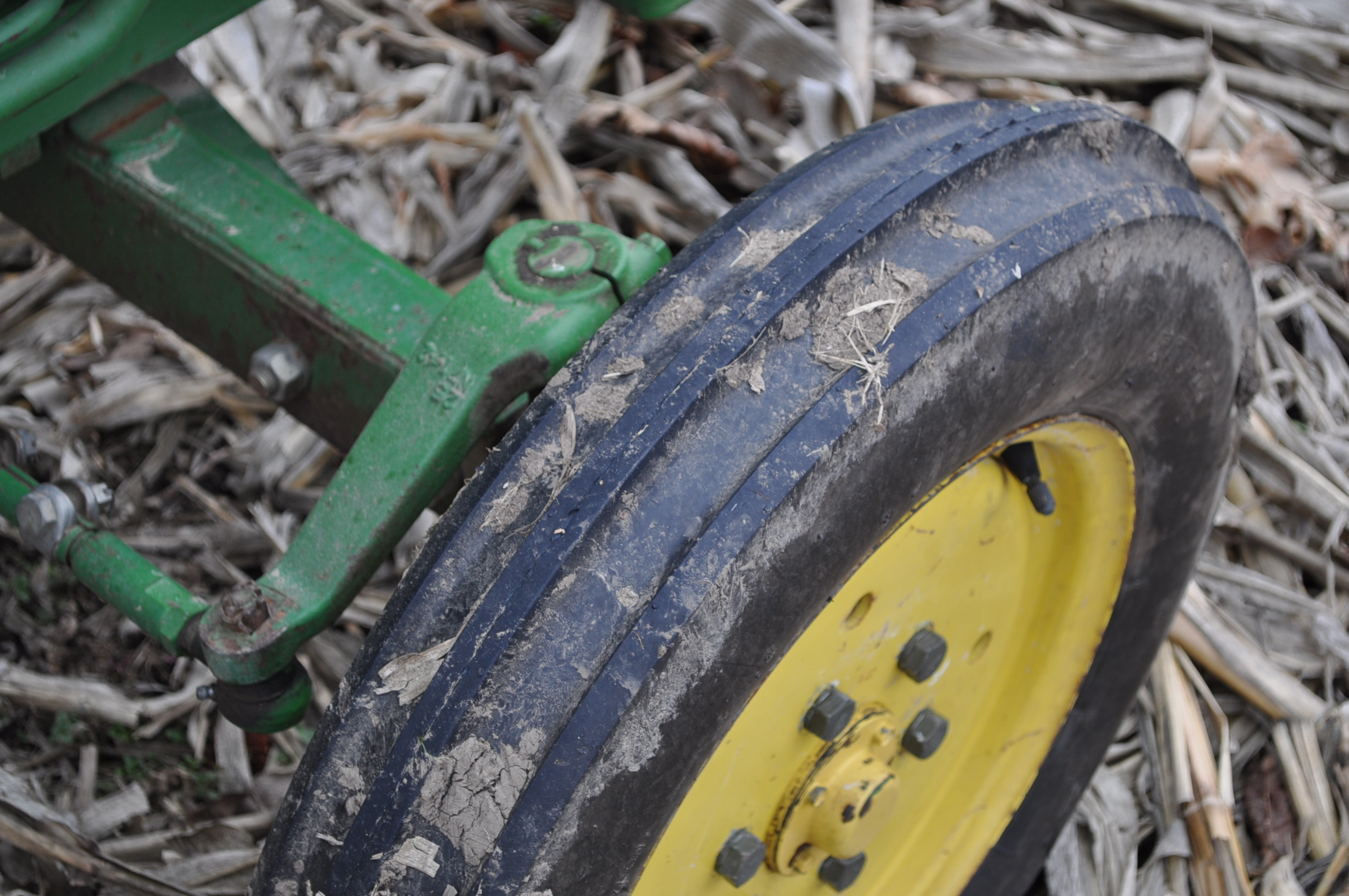 John Deere 850 utility tractor, diesel, 12.4-24 rear, 5.00-16 front, 2 hyd remotes, 3 pt, 540 pto, - Image 8 of 13