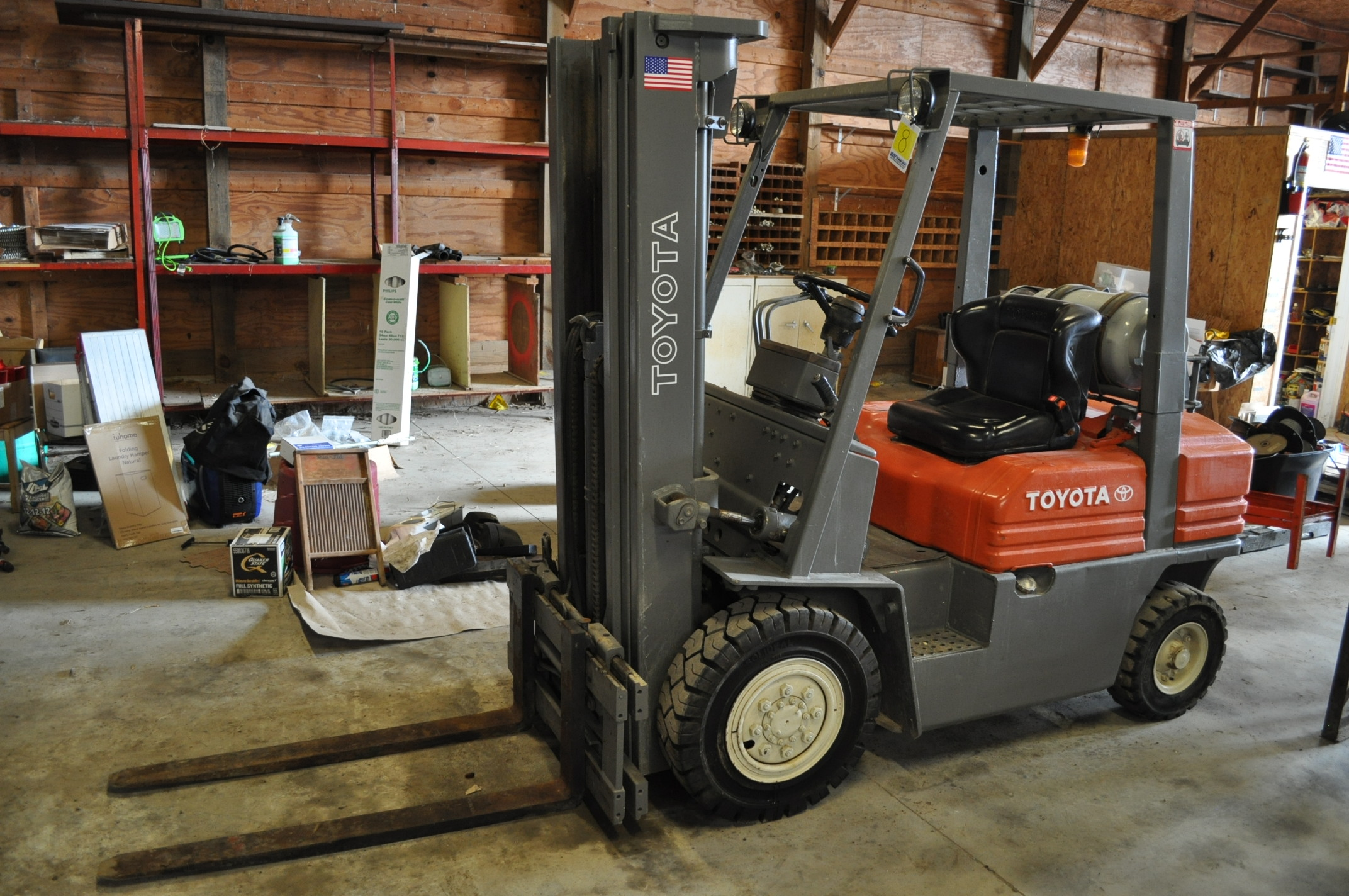 "Toyota 5 FG 10-30 forklift, 3 stage lift, 48"" forks side shift, LP, solid pneumatic, 10,520 hrs"