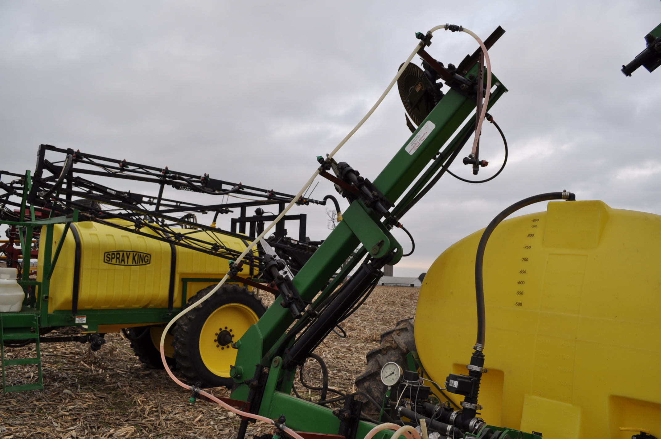 Spray King 28% applicator, 11 coulters w/ knives, 850 poly tank, SS hyd pump, spot spray nozzles - Image 8 of 15