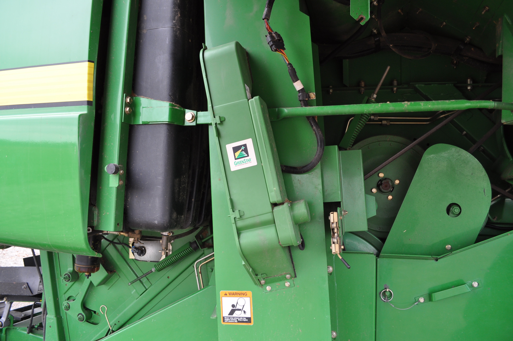John Deere 9450 combine, 30.5-L32 drive, NEW 14.9-24 rear, chopper, chaff spreader, Mauer bin - Image 11 of 24