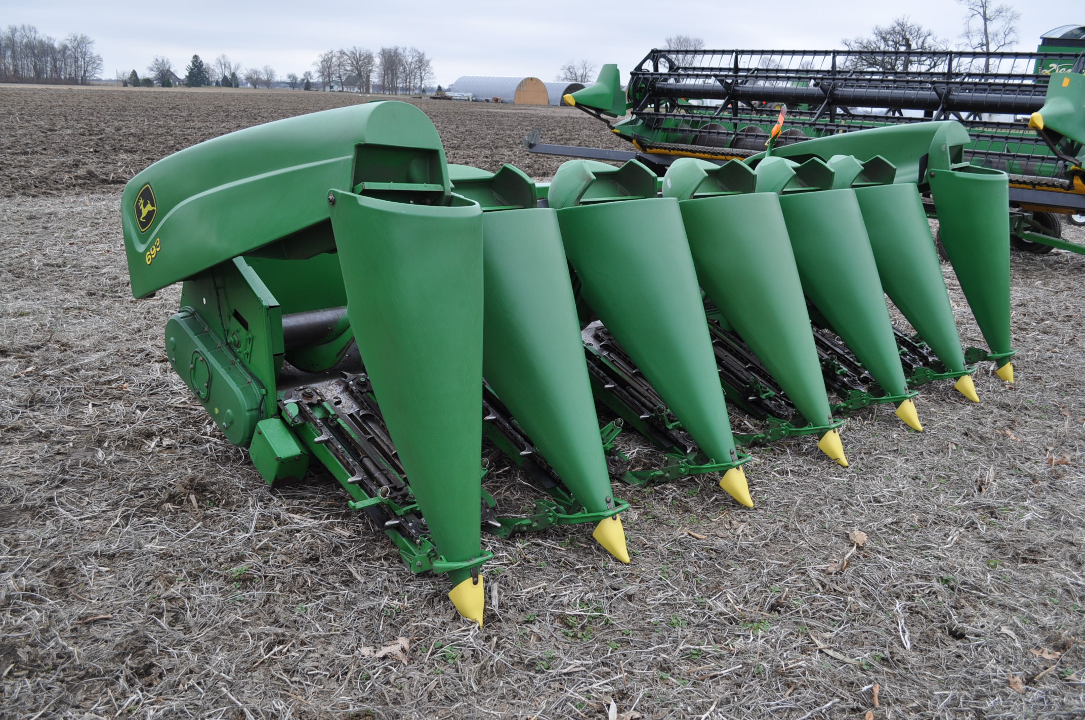 John Deere 693 corn head, poly, fluted rolls, hyd deck plates, pto shafts, SN 710815 - Image 4 of 14