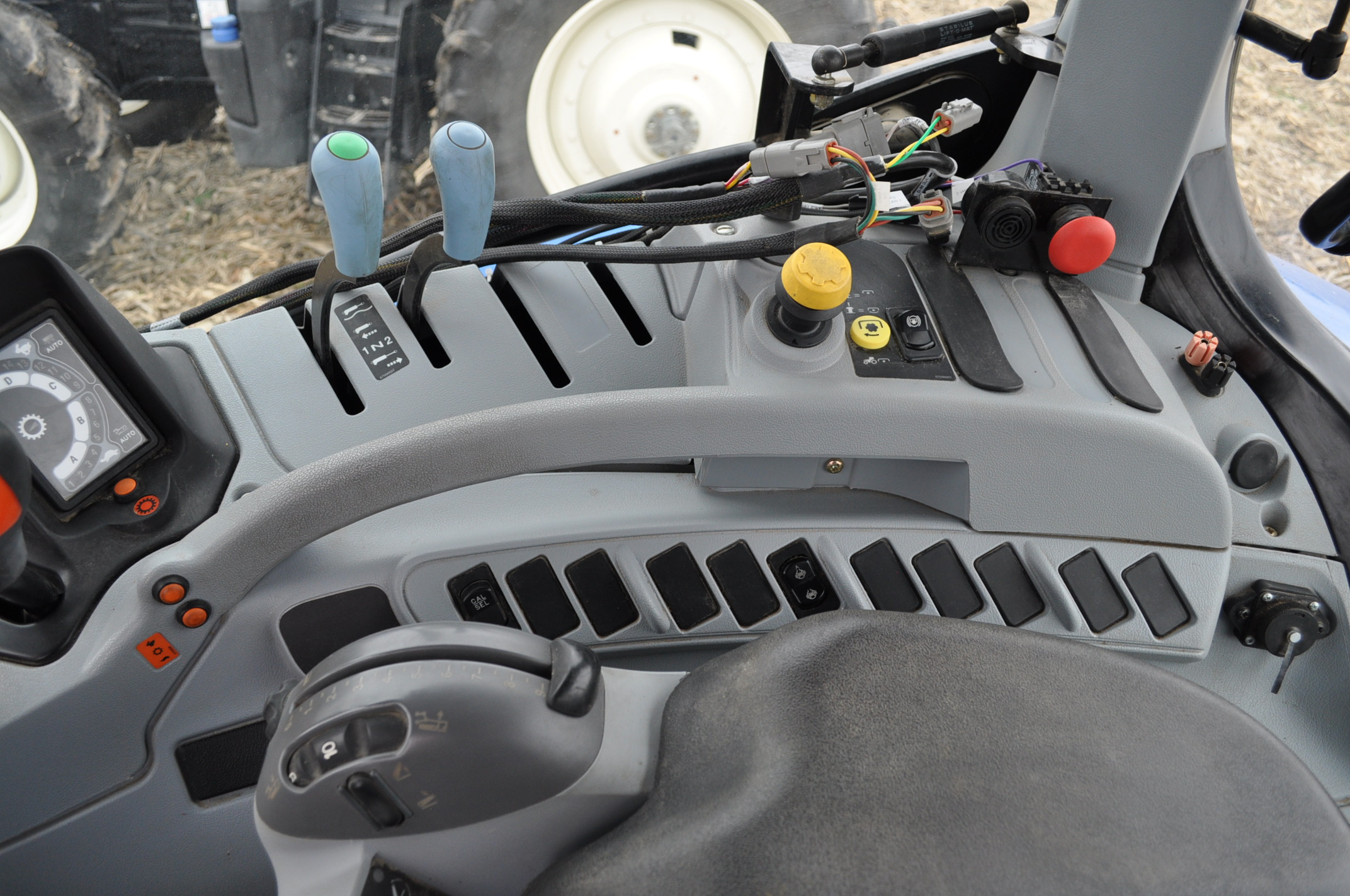 New Holland T6030 tractor, CHA, 16.9 R 38 tires, 11.00-16 front, 6 front wts, 3 hyd remotes, 3 pt, - Image 16 of 21