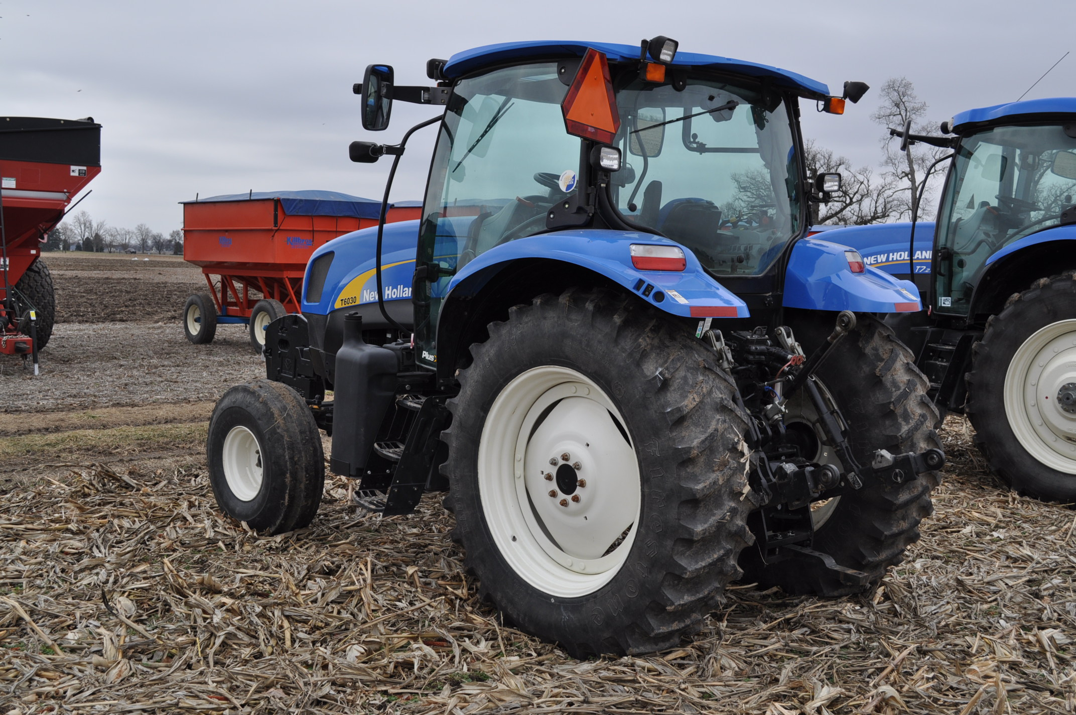 New Holland T6030 tractor, CHA, 16.9 R 38 tires, 11.00-16 front, 6 front wts, 3 hyd remotes, 3 pt, - Image 2 of 21