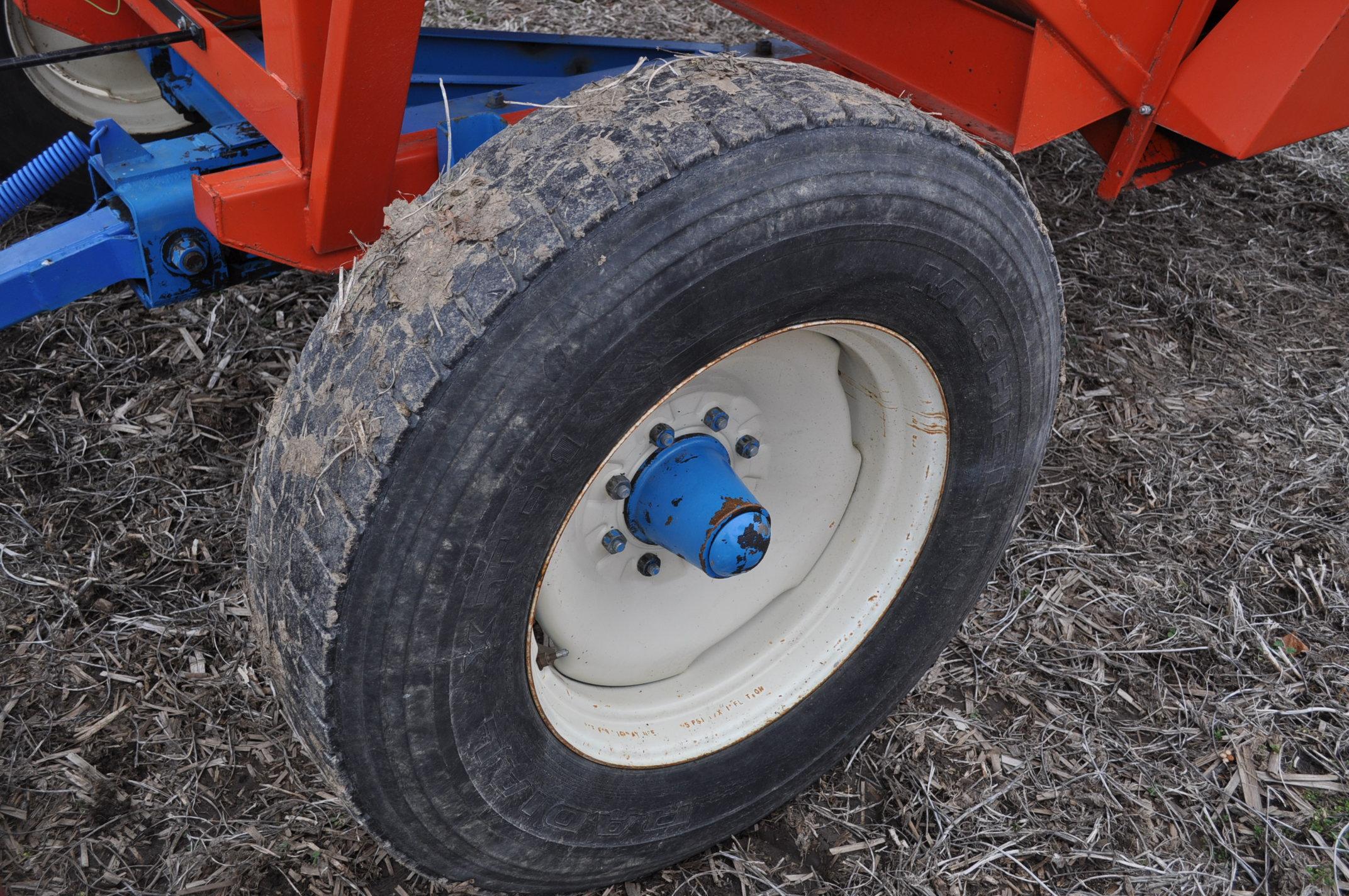Killbros 385 gravity bed wagon, tarp, steel rails, Killbros 1386 gear, 11 R 22.5 tires - Image 6 of 7
