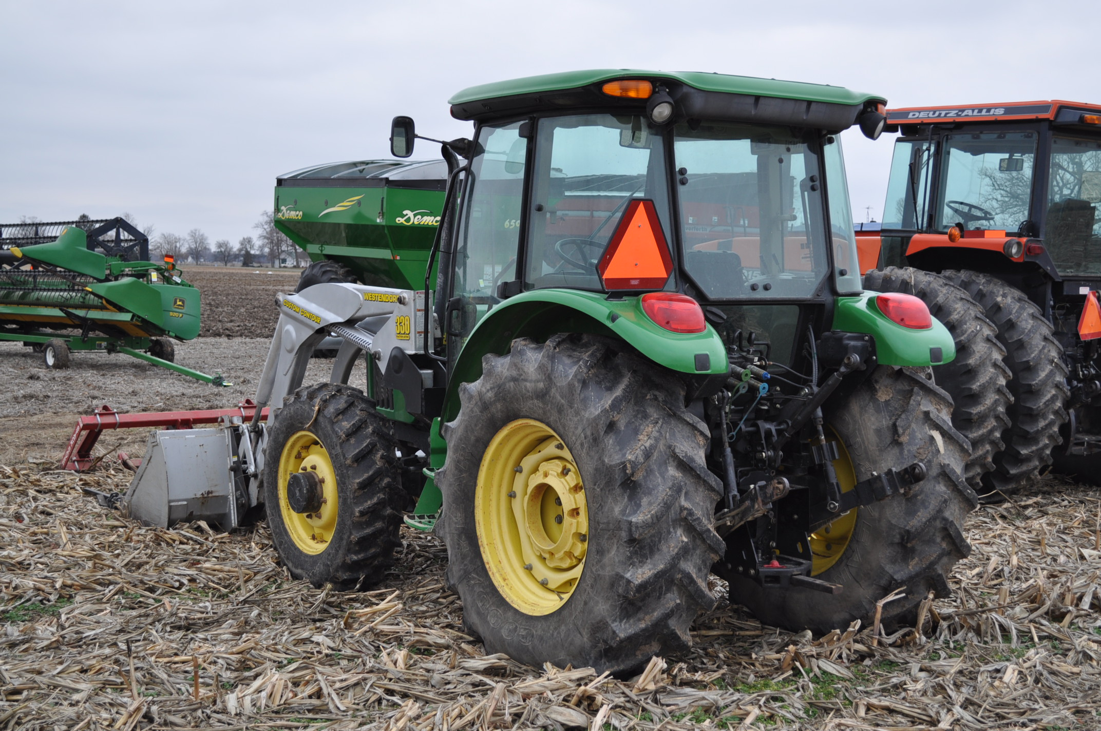 John Deere 5520 utility tractor, MFWD, 18.4 R 30 rear, 12.4-24 front, rear wheel wts, 2 hyd remotes, - Image 2 of 26