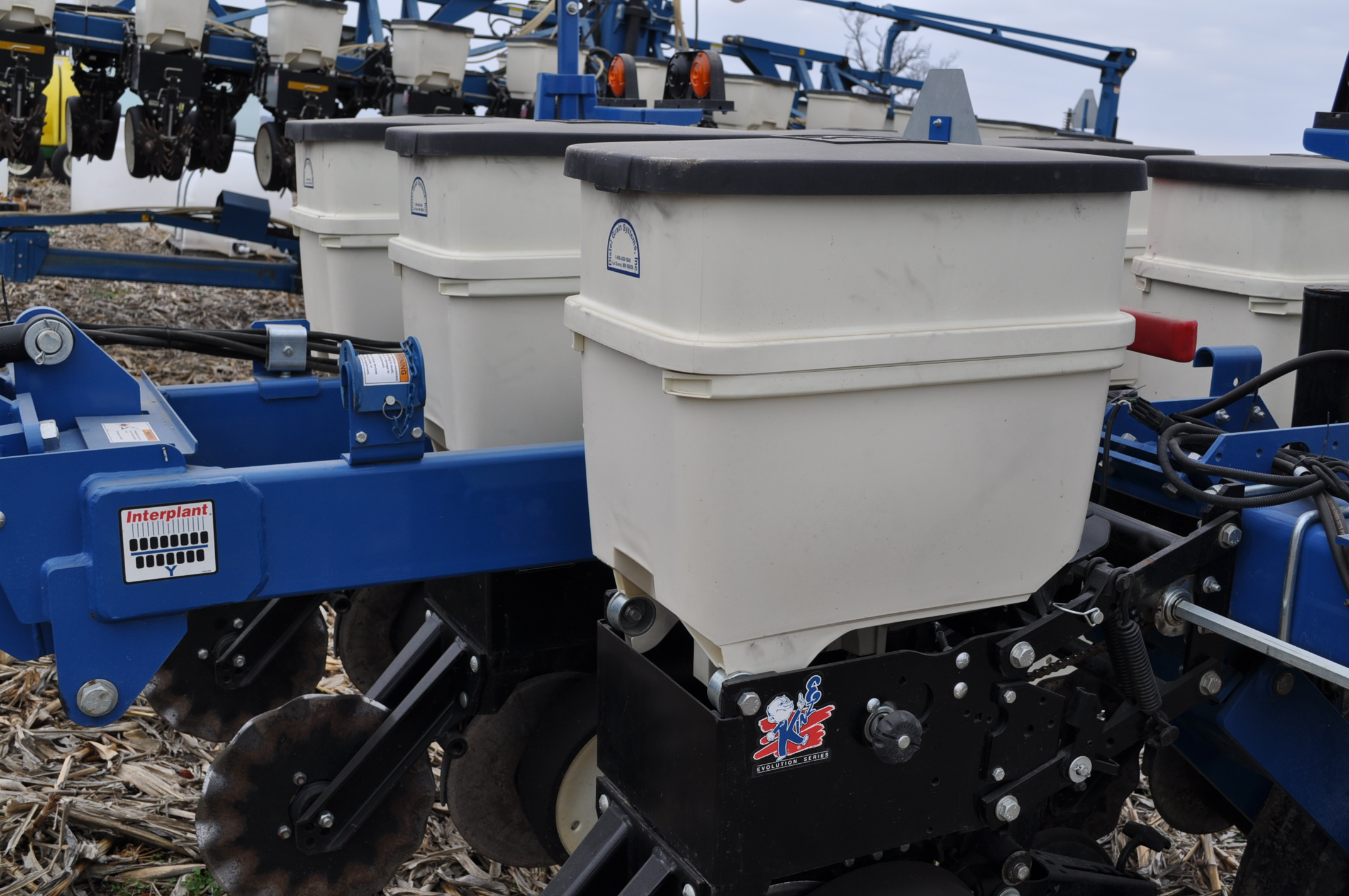 Kinze 3000 planter 4/7 planter, boxes, no-till, pull-type, ground drive, markers, rubber closing - Image 8 of 14