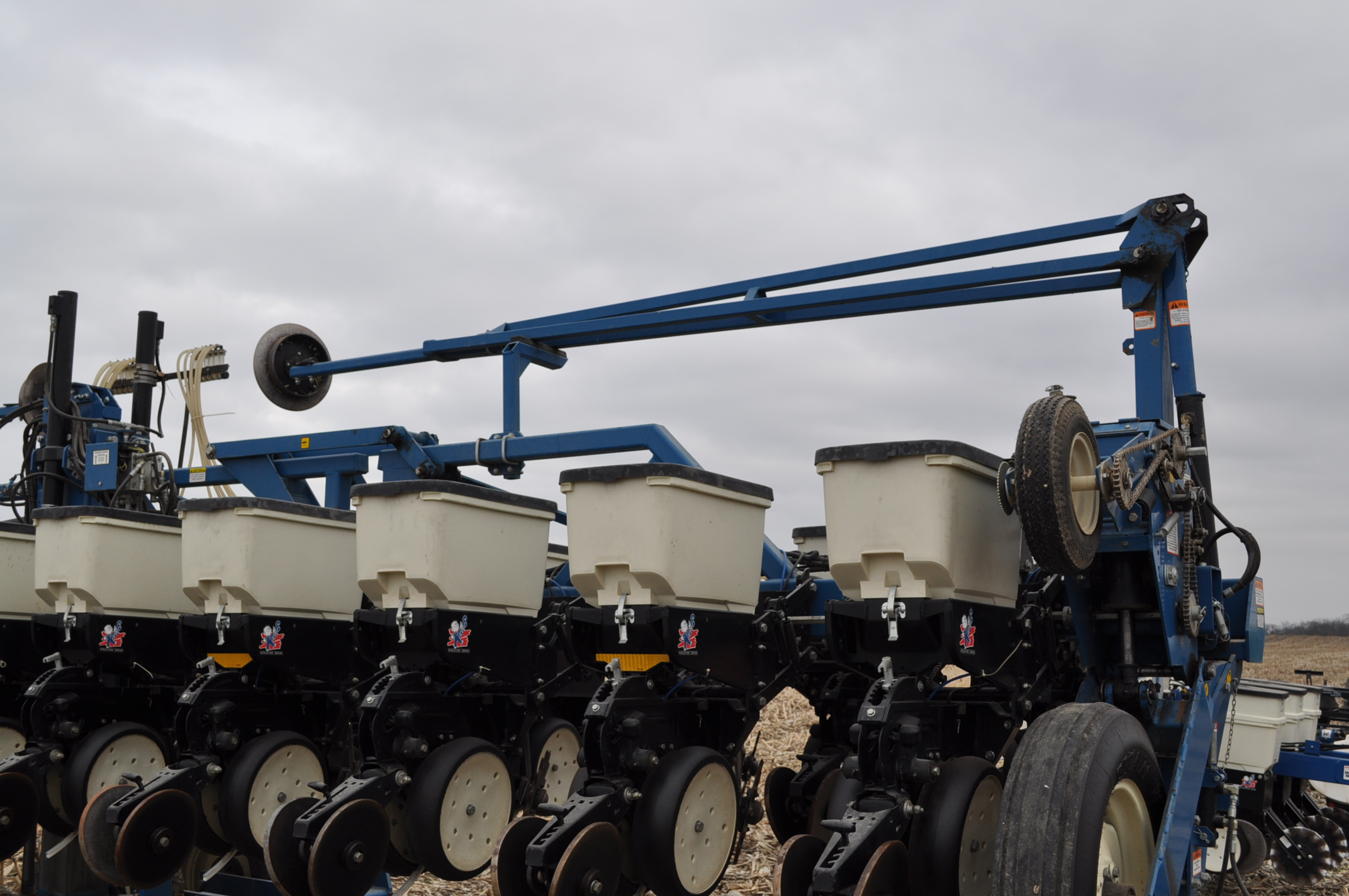 Kinze 3600TR planter, 12/24 twin row, Martin row cleaners, markers, finger pick up, cast closing - Image 16 of 20