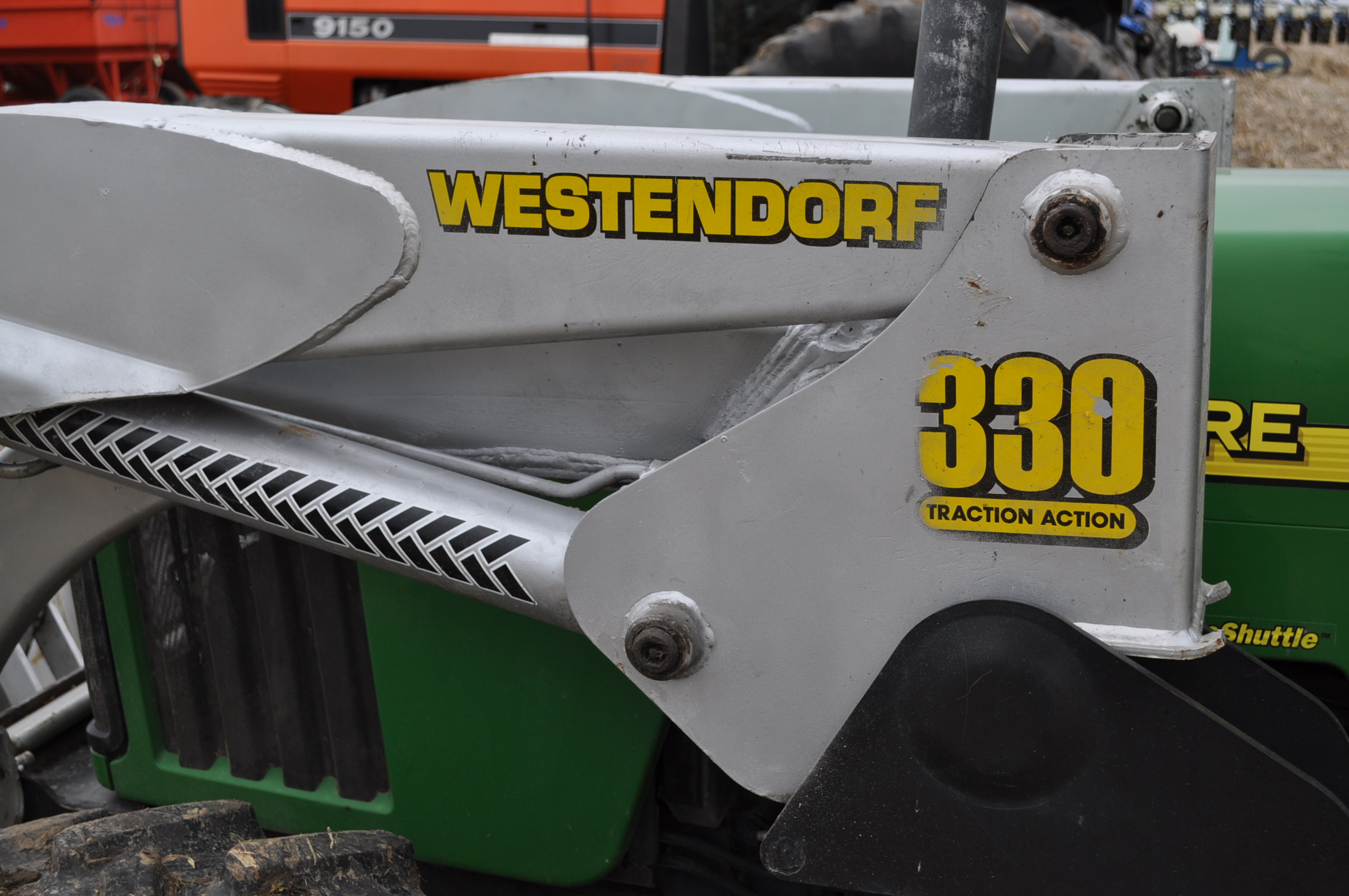 John Deere 5520 utility tractor, MFWD, 18.4 R 30 rear, 12.4-24 front, rear wheel wts, 2 hyd remotes, - Image 19 of 26