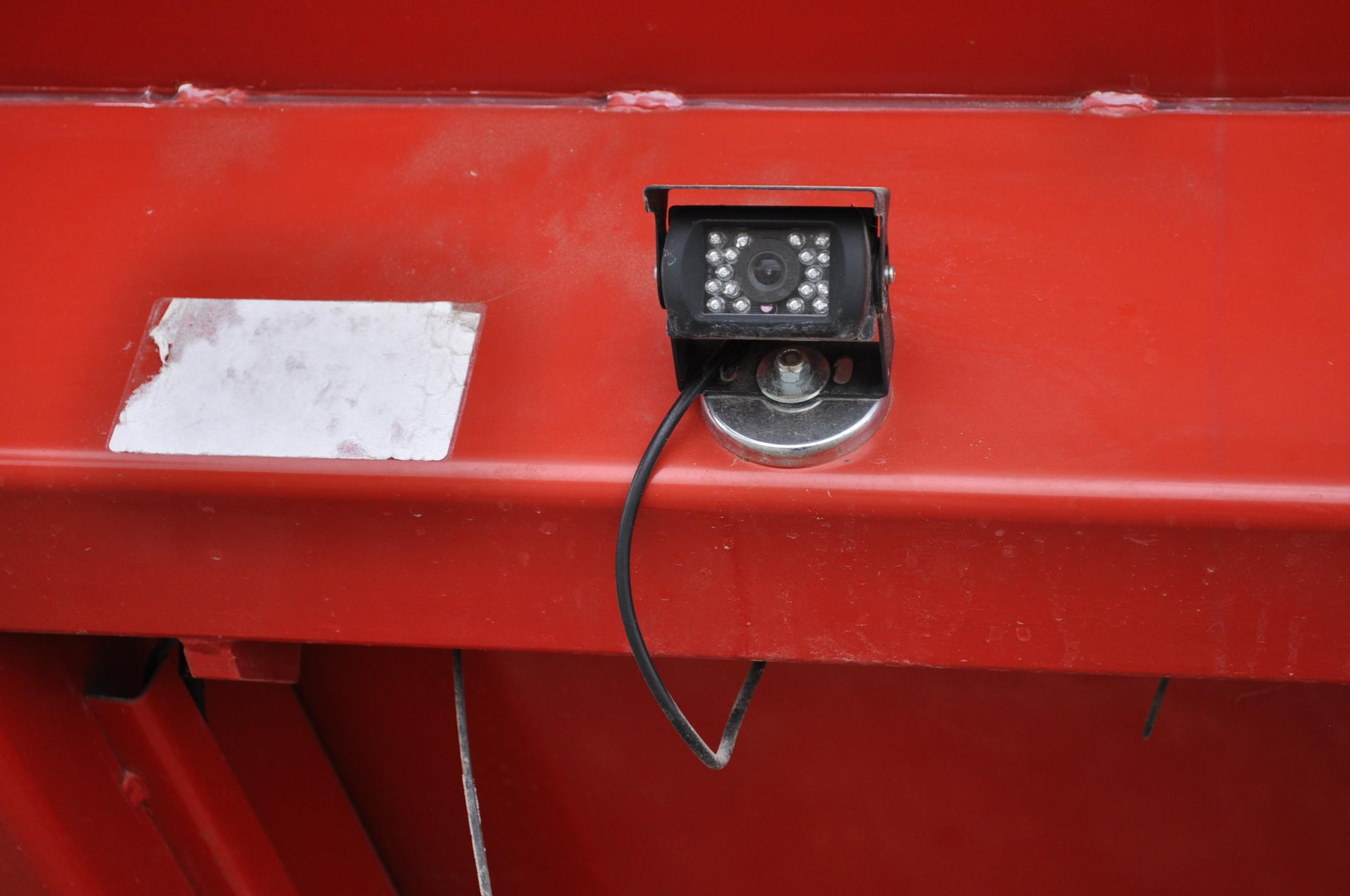 Unverferth 8250 grain cart, corner auger, 30.5L-32 diamond tread tires, lights, roll tarp, hyd - Image 9 of 11