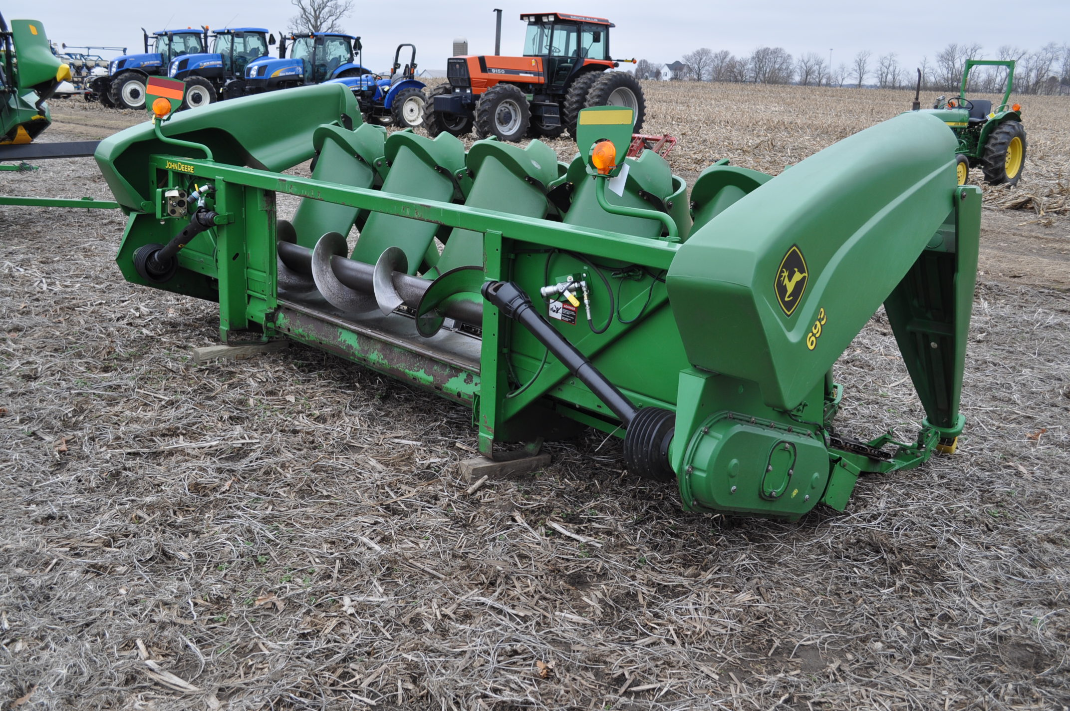 John Deere 693 corn head, poly, fluted rolls, hyd deck plates, pto shafts, SN 710815 - Image 3 of 14