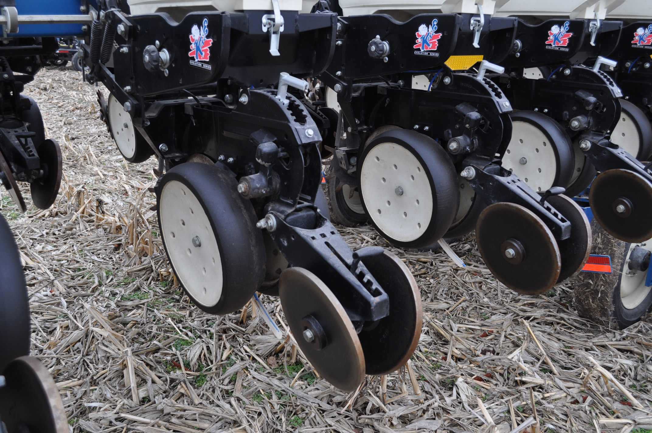 Kinze 3600TR planter, 12/24 twin row, Martin row cleaners, markers, finger pick up, cast closing - Image 7 of 20