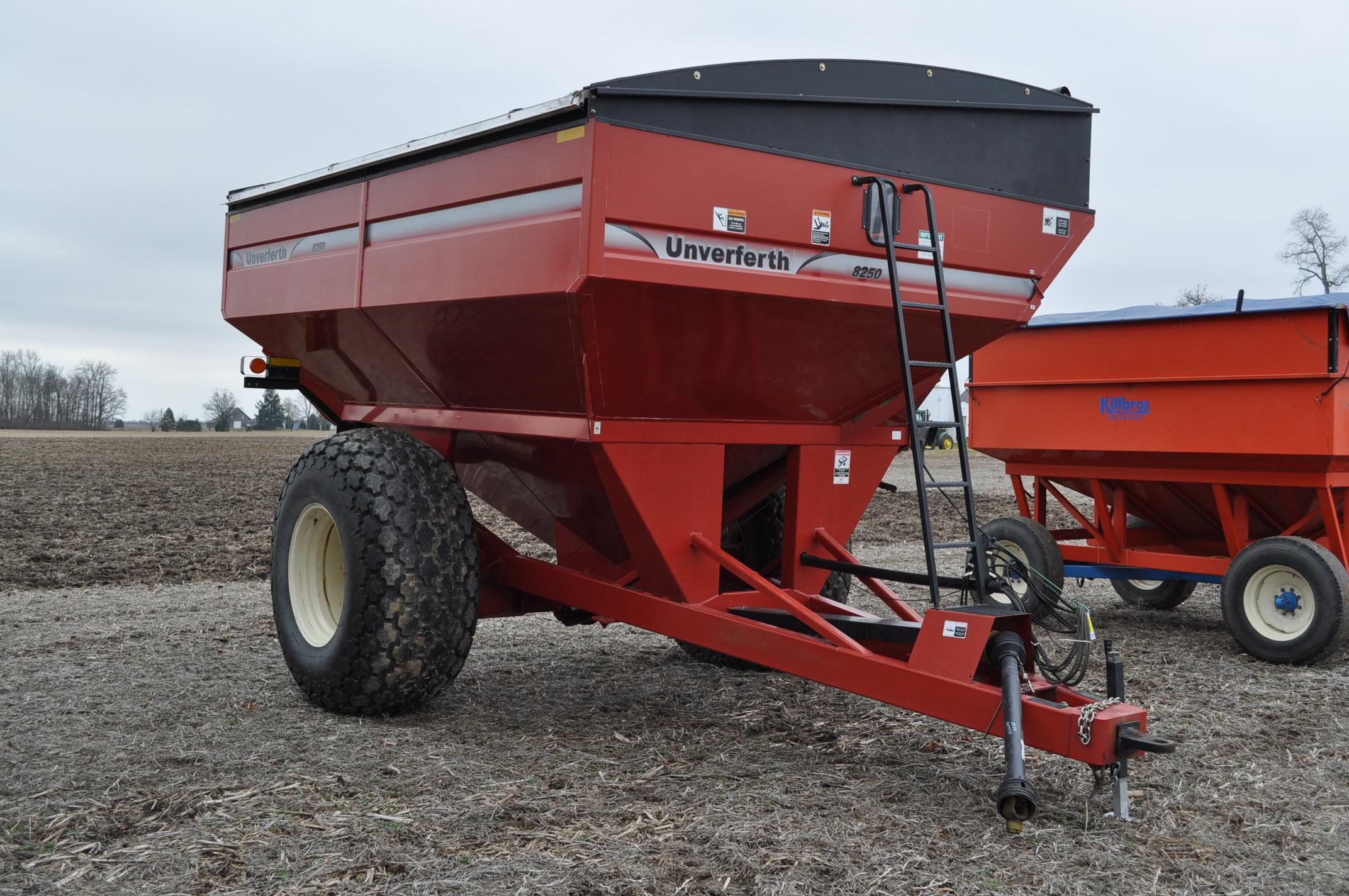 Unverferth 8250 grain cart, corner auger, 30.5L-32 diamond tread tires, lights, roll tarp, hyd - Image 4 of 11